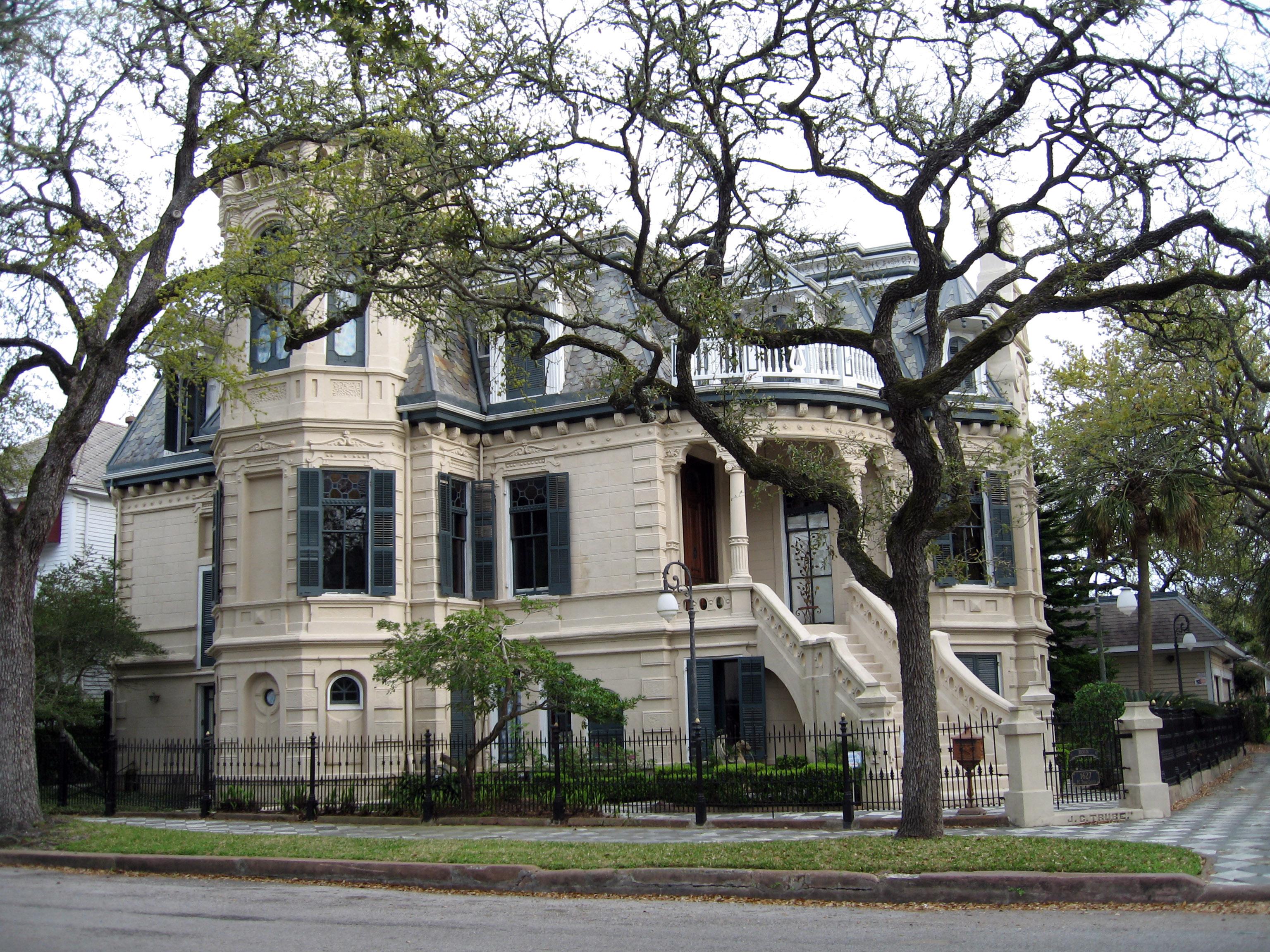 Houston Houses Built Inside Lake Beds