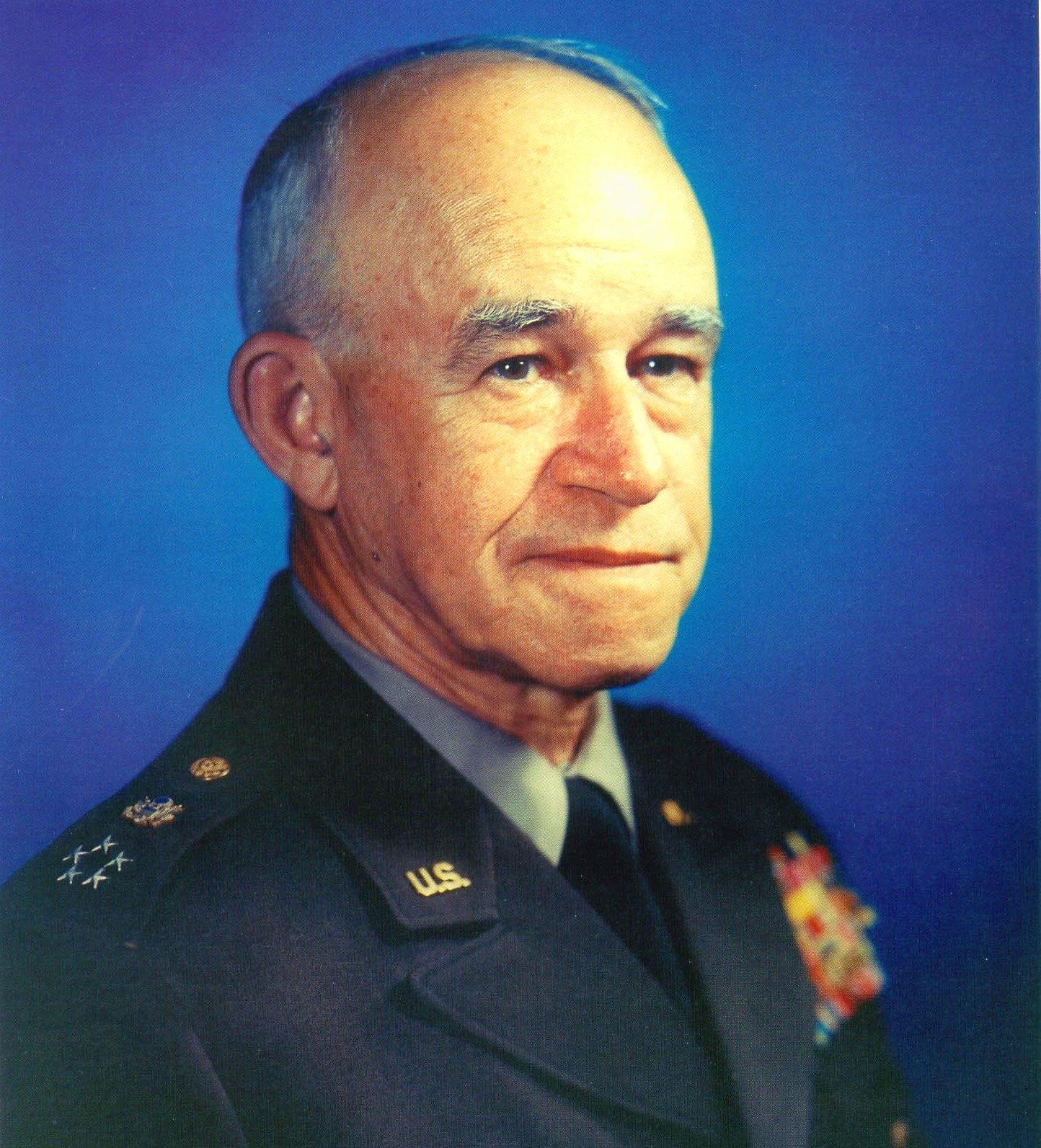 General_of_the_Army_Omar_Bradley_%28crop%29.jpg