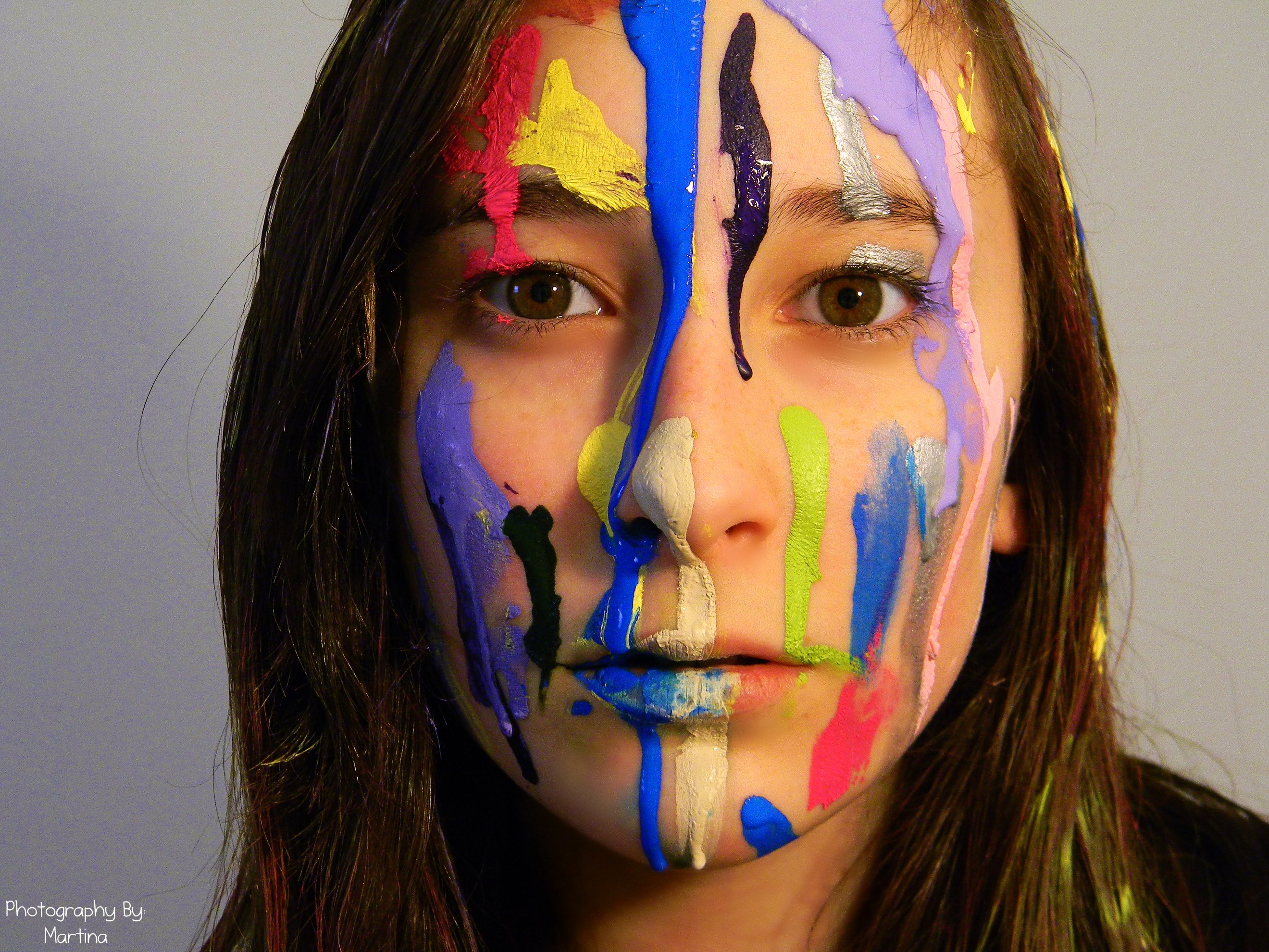 file girl with paint on her face jpg wikimedia commons