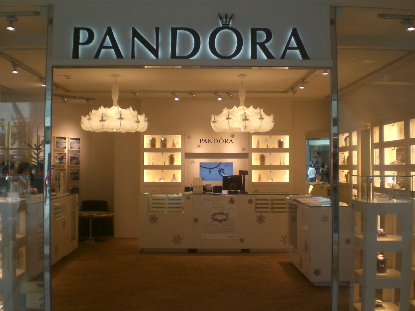 File:HK IFC mall Central 12-2009 PANDORA Jewelry shop.JPG ...