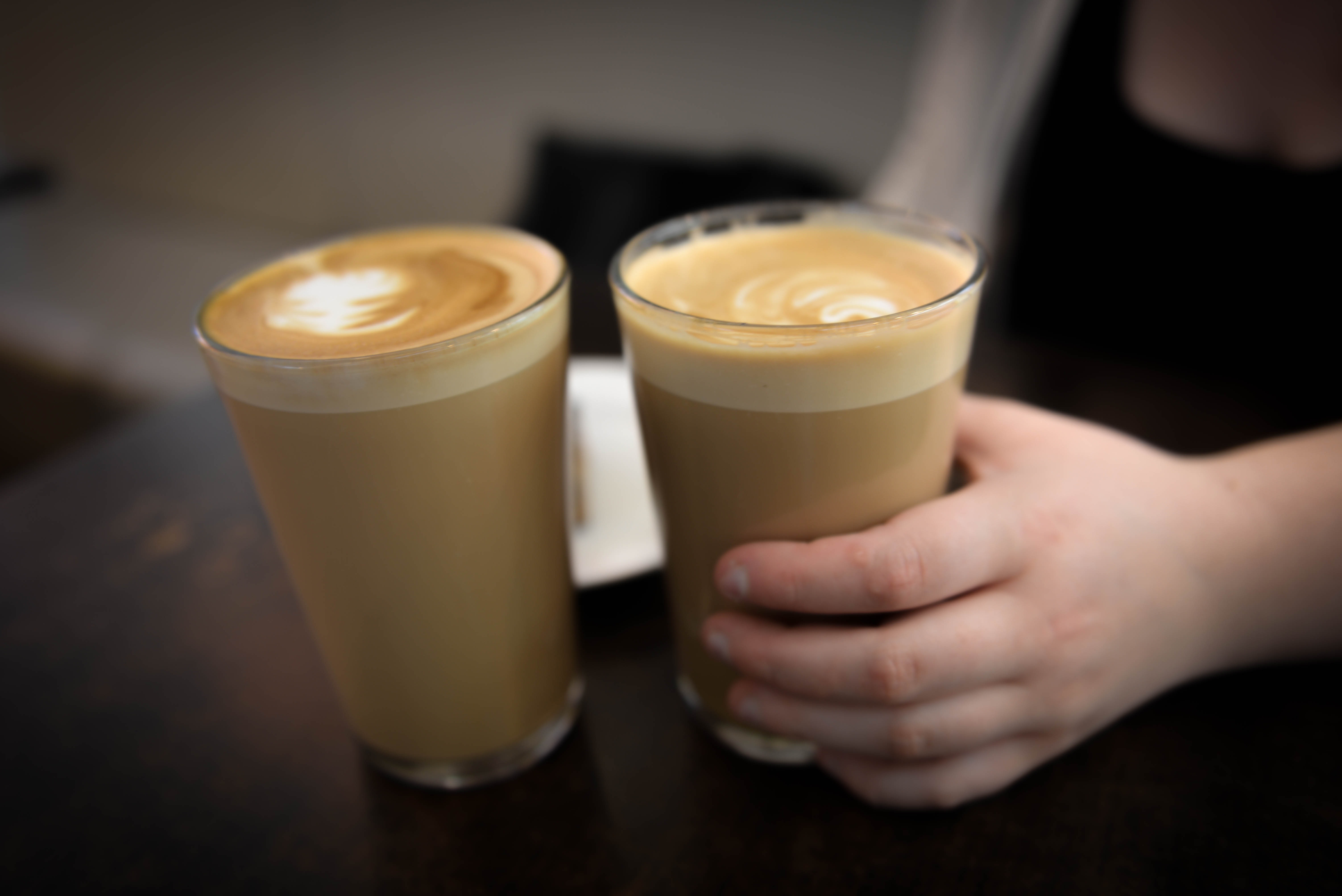 File Hand Holding Glass Of Coffee Latte Jpg Wikimedia Commons