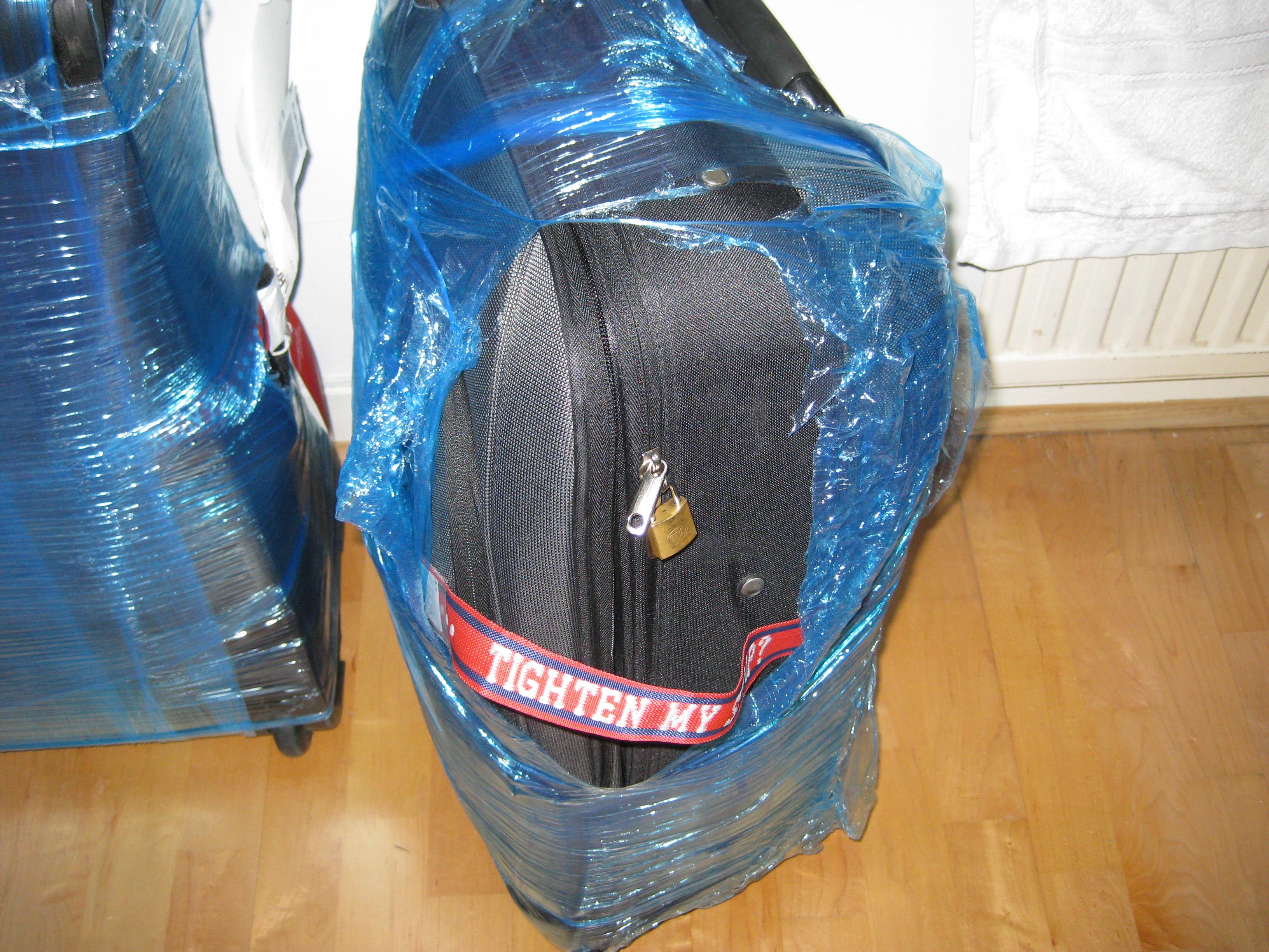 Hành lý bị xé sau khi gửi ở sân bay
