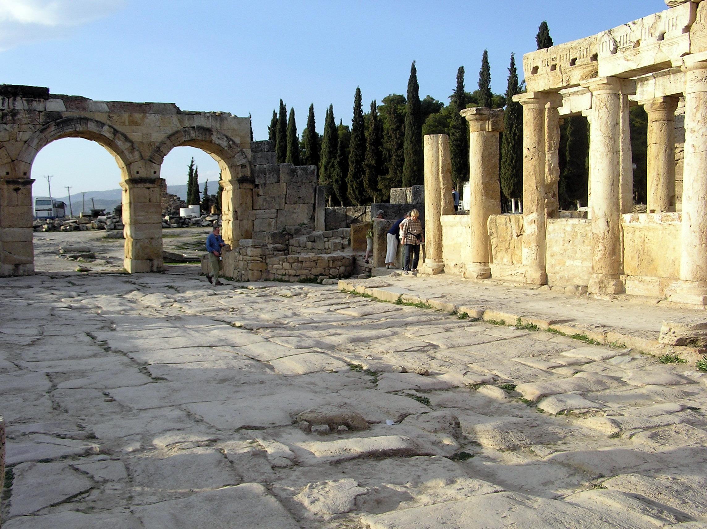 File:Hierapolis 9.JPG