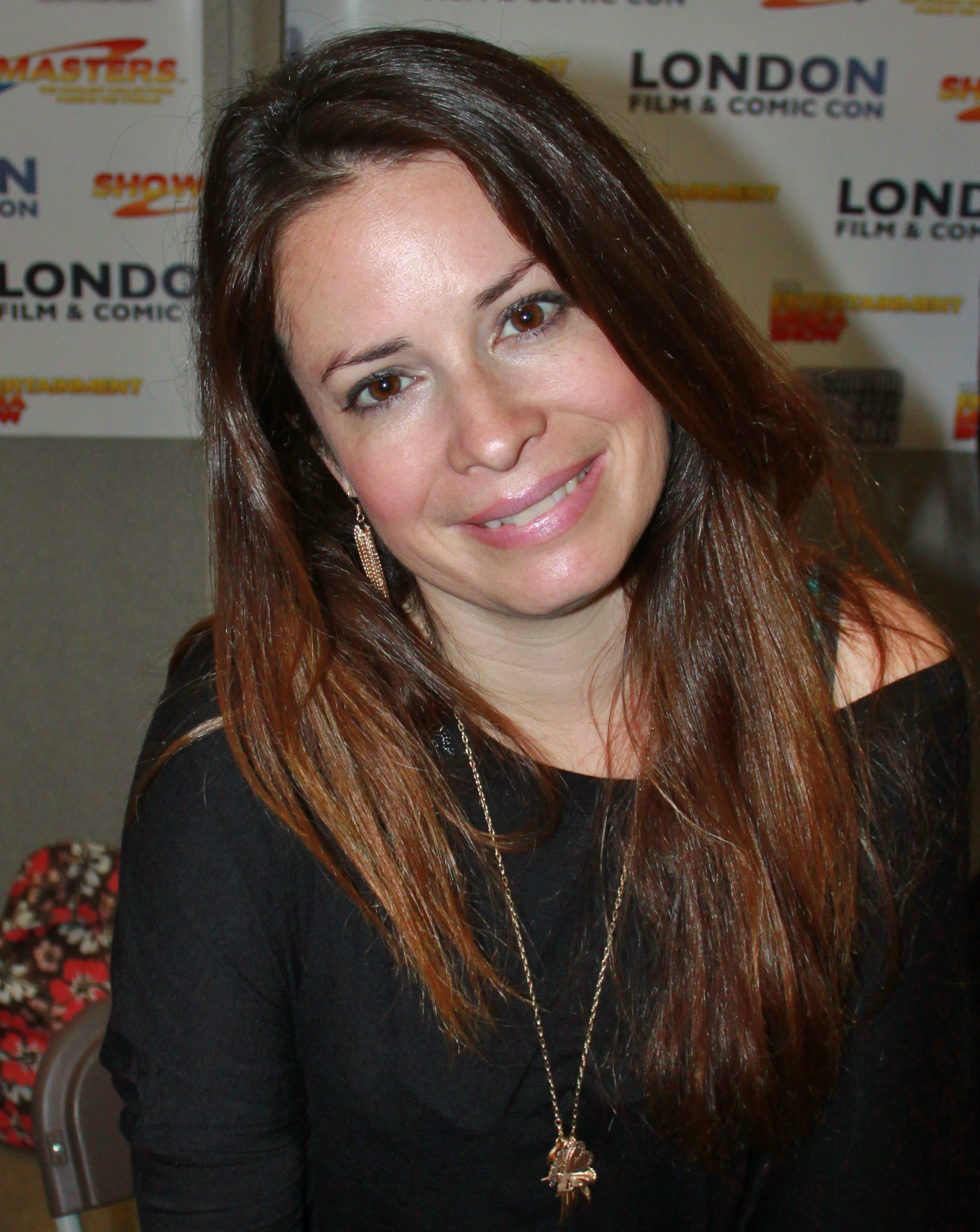 The 44-year old daughter of father (?) and mother(?) Holly Marie Combs in 2018 photo. Holly Marie Combs earned a  million dollar salary - leaving the net worth at 14 million in 2018