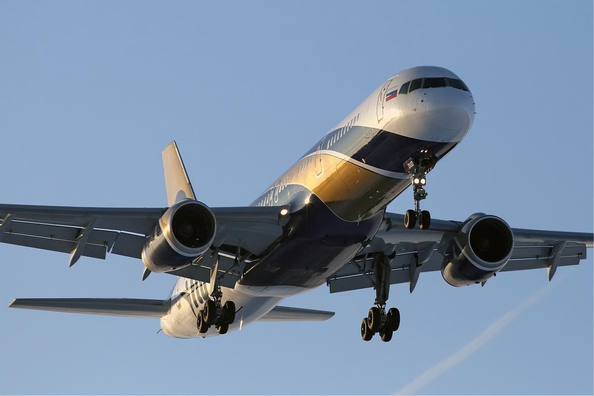 Descripción i fly boeing 757 maksimov