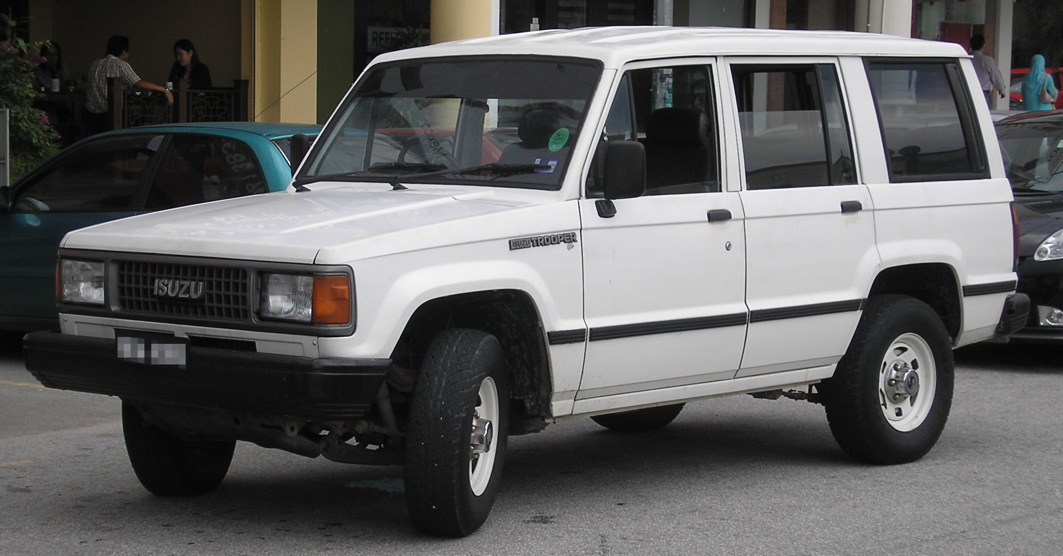 file isuzu trooper first generation first facelift front. Black Bedroom Furniture Sets. Home Design Ideas