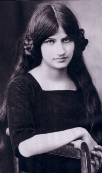 Jeanne Hebuterne seated.jpg