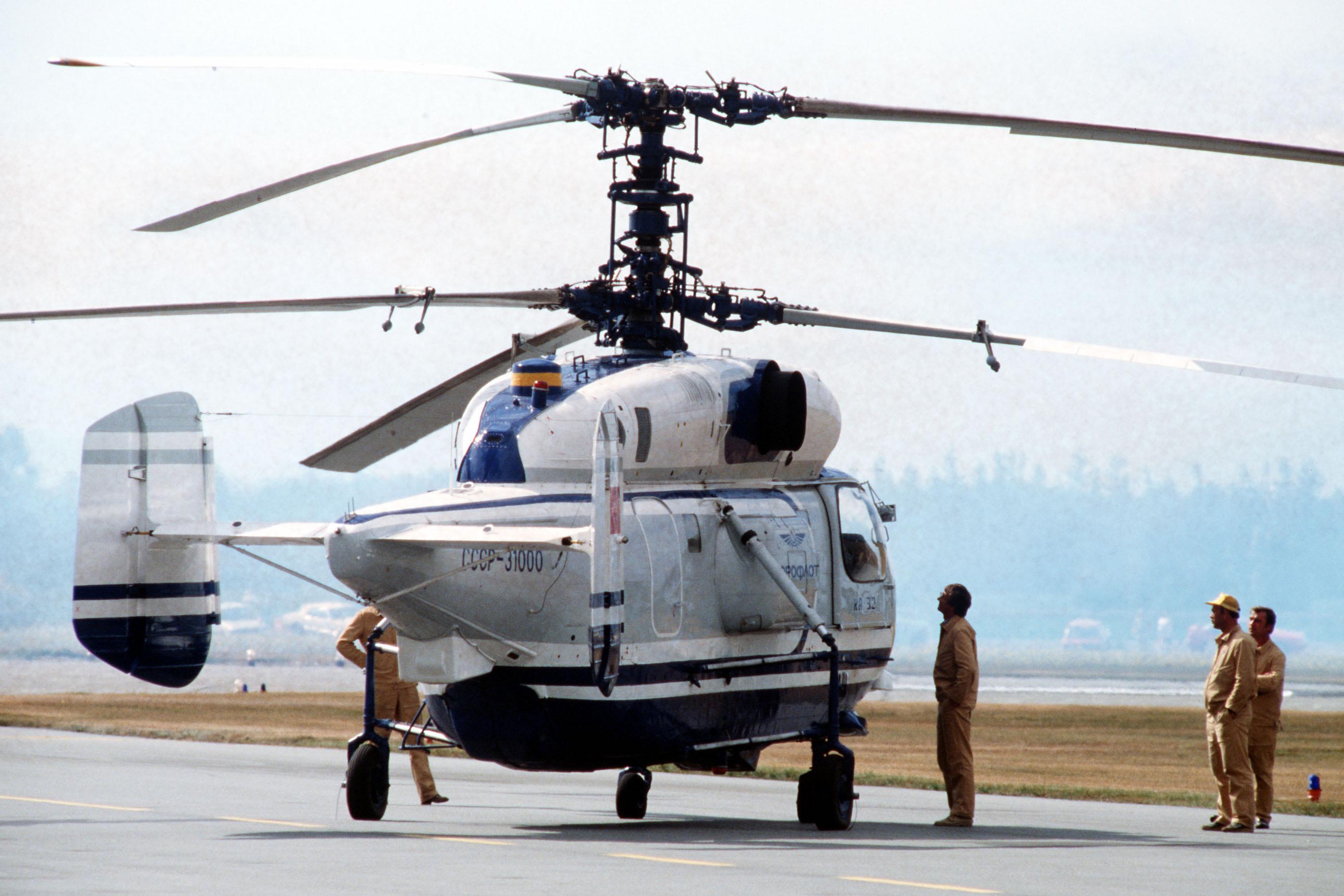 Elicottero Ka 32 : File ka helix helicopter during airshow canada eg