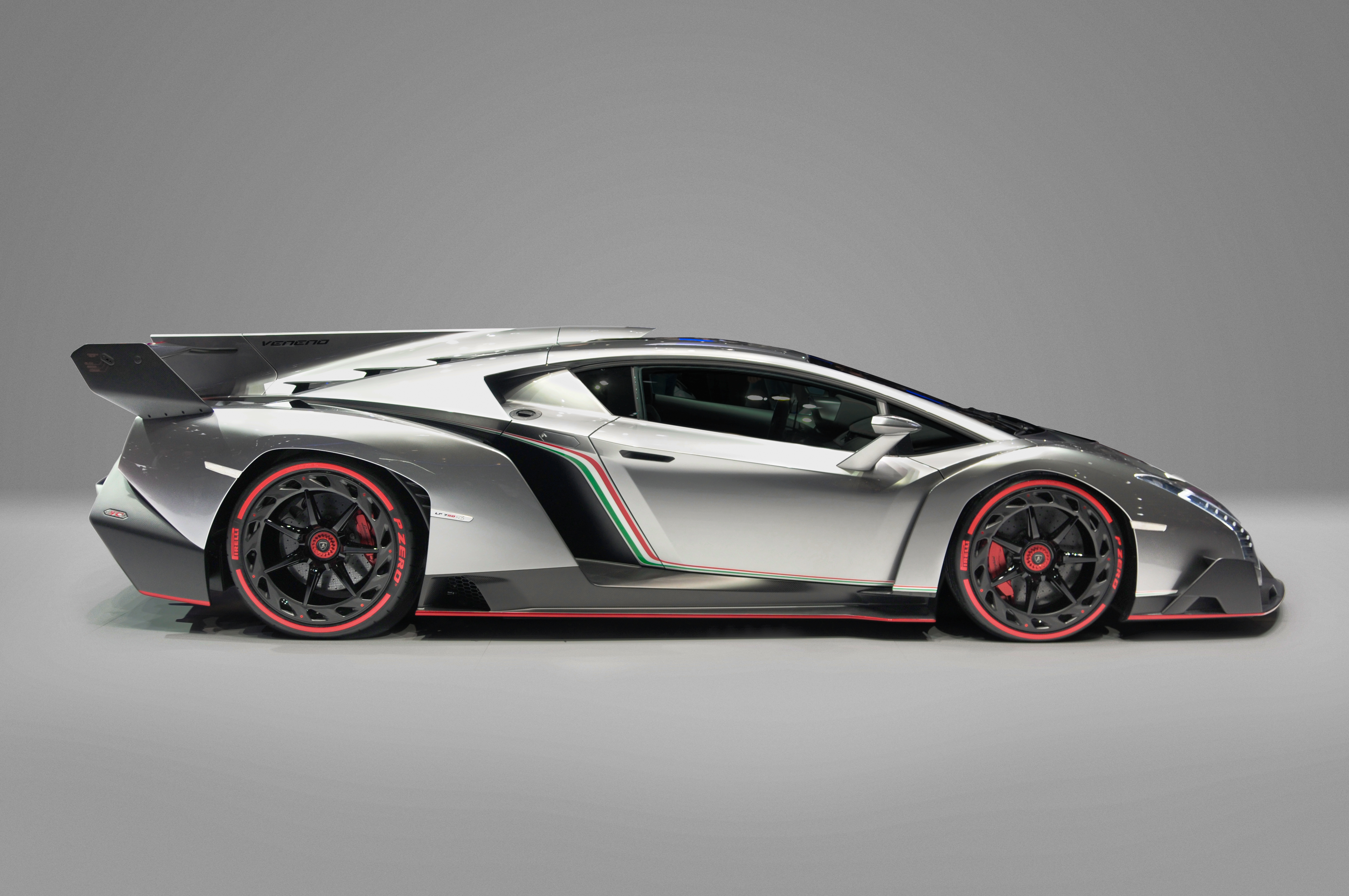 Description Lamborghini Veneno, Car Zero (profile).jpg