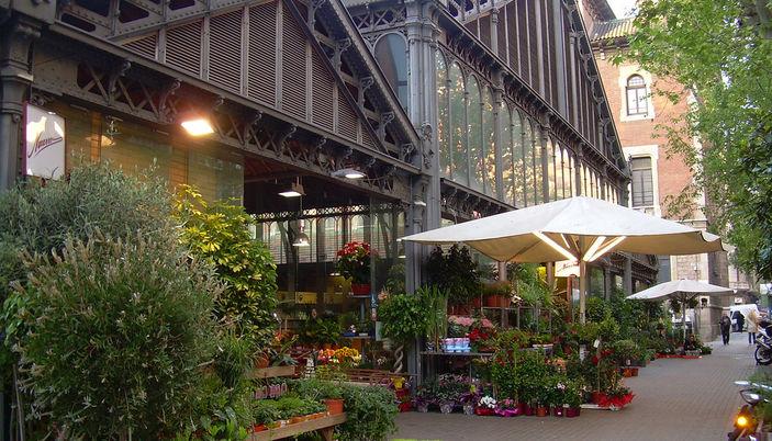 Marché couvert du mercat de la Concepció à Barcelone.