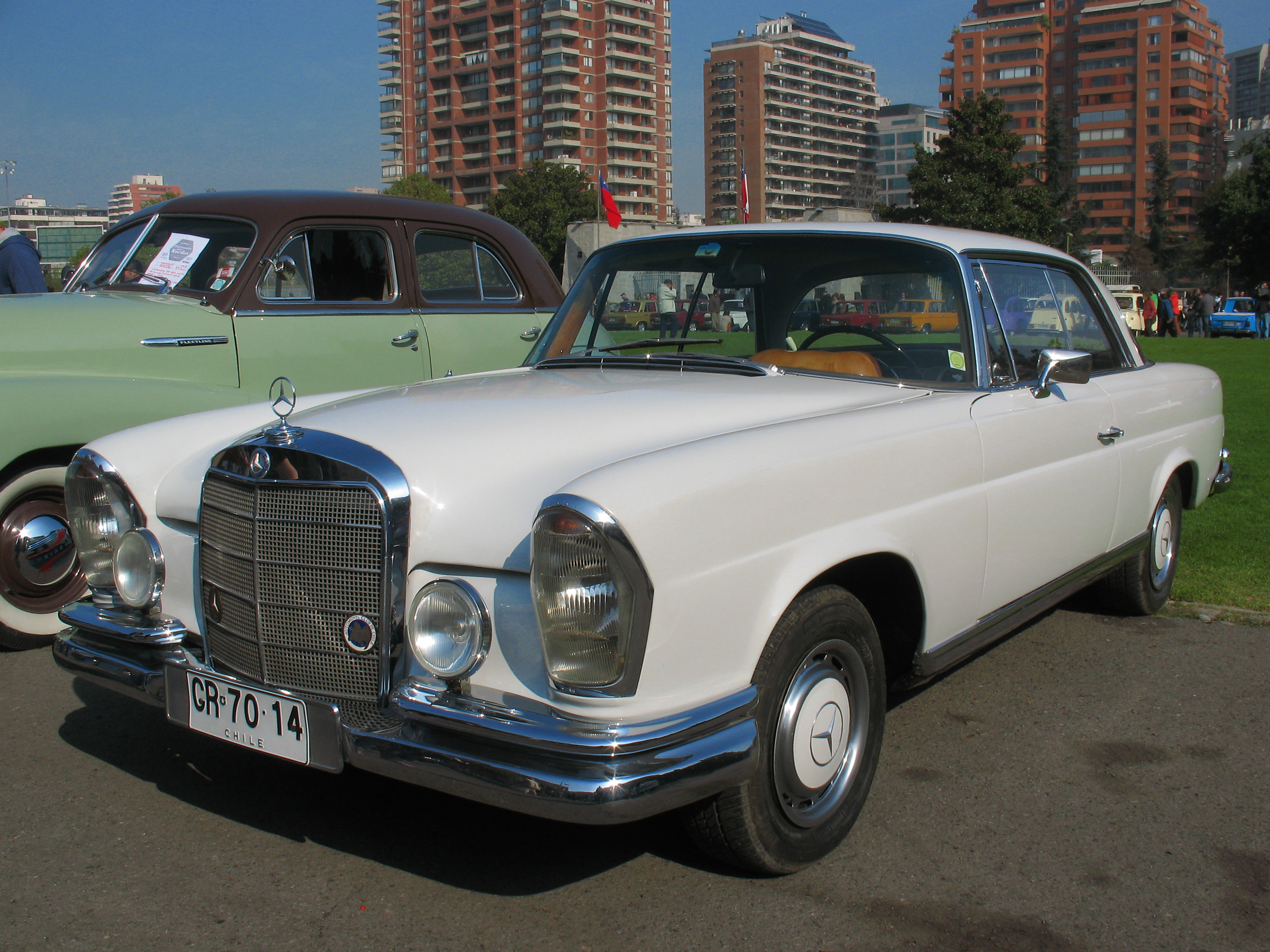 file mercedes benz 220 se coupe 1965 14355288315 jpg wikimedia commons. Black Bedroom Furniture Sets. Home Design Ideas