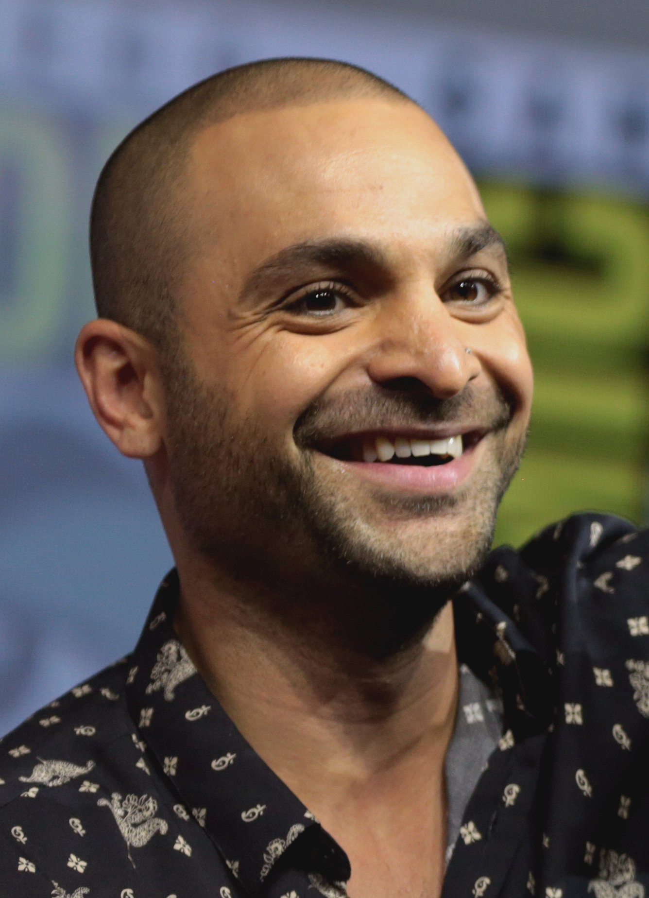 The 37-year old son of father (?) and mother(?) Michael Mando in 2018 photo. Michael Mando earned a  million dollar salary - leaving the net worth at 2.4 million in 2018