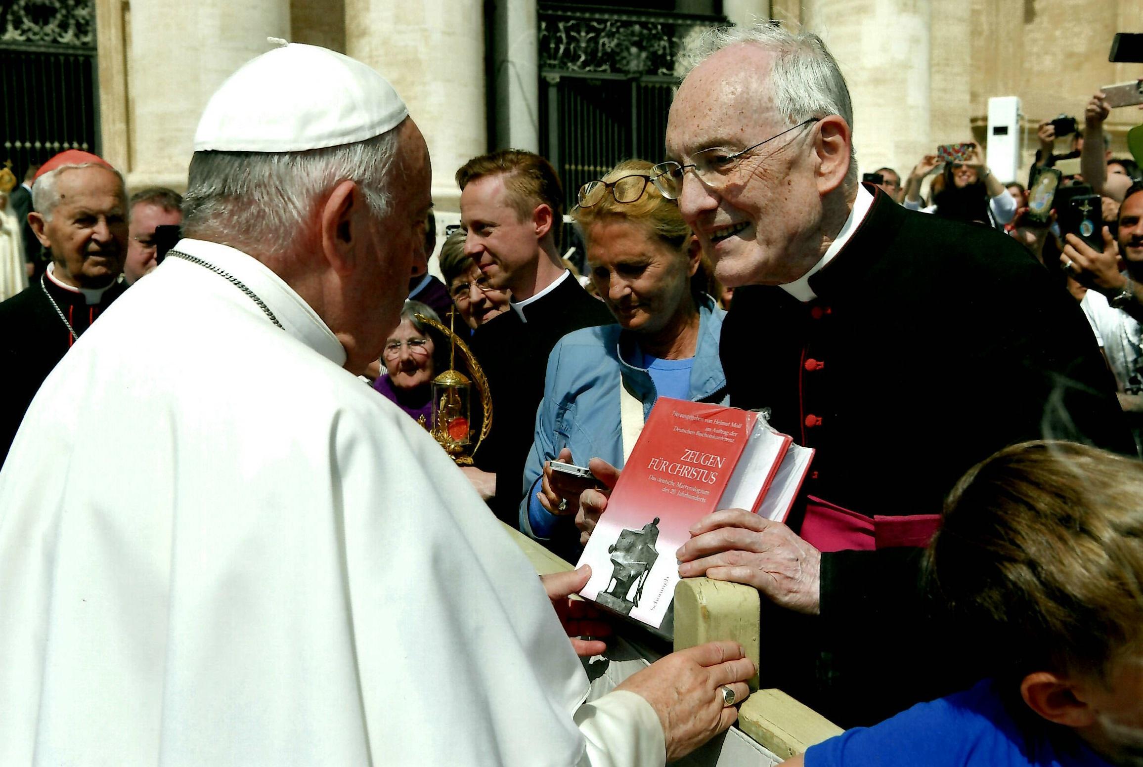 Moll Papst Franziskus 8.5.19.jpg