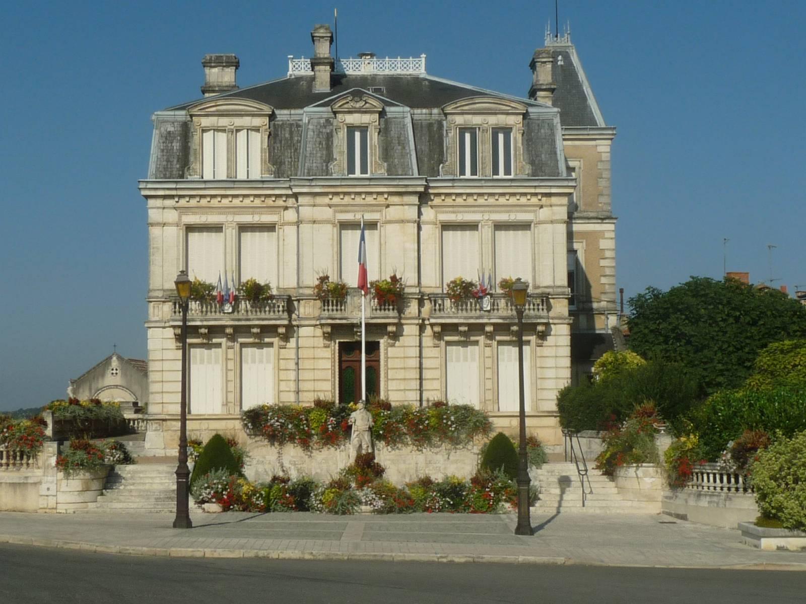 Hôtel de ville de Montbron.