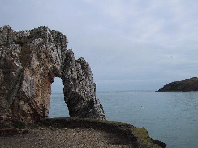 Natural Arch at Porth Wen Brickworks - geograph.org.uk - 1072212