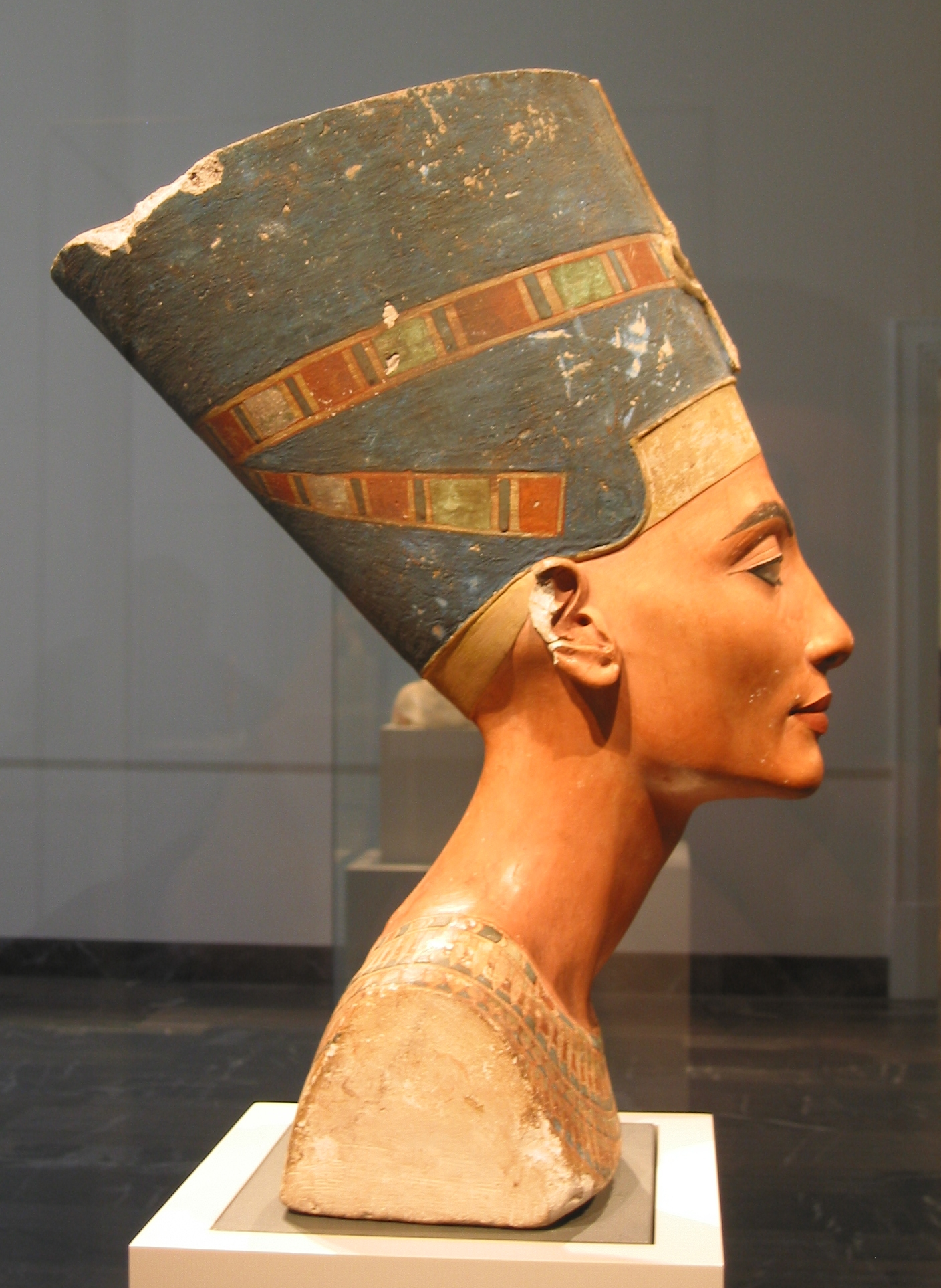 Ever Wonder Where That Iconic Bust Of >> Nefertiti Bust Wikipedia
