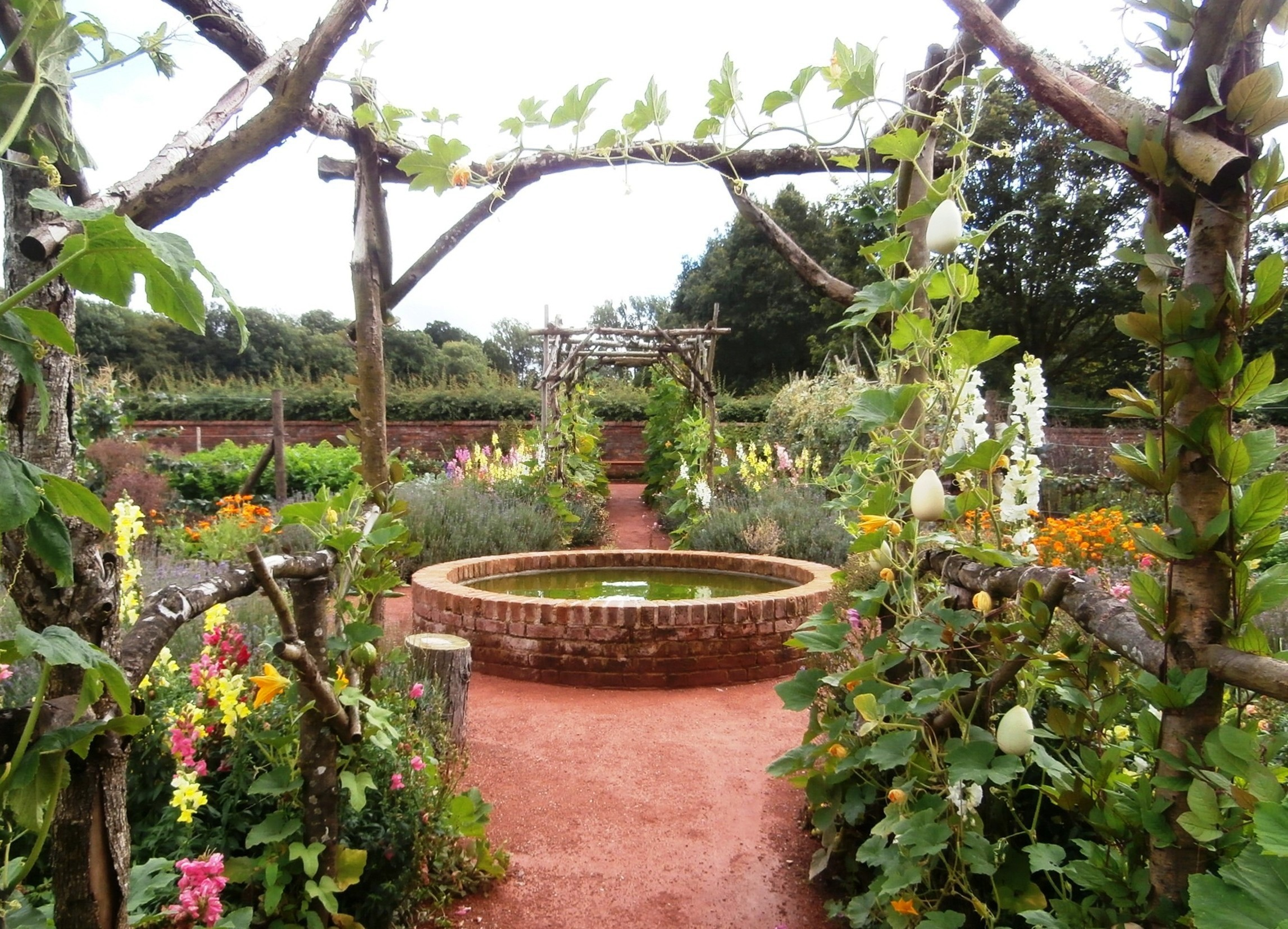 File packwood house kitchen garden jpg wikimedia commons for House and garden kitchen photos