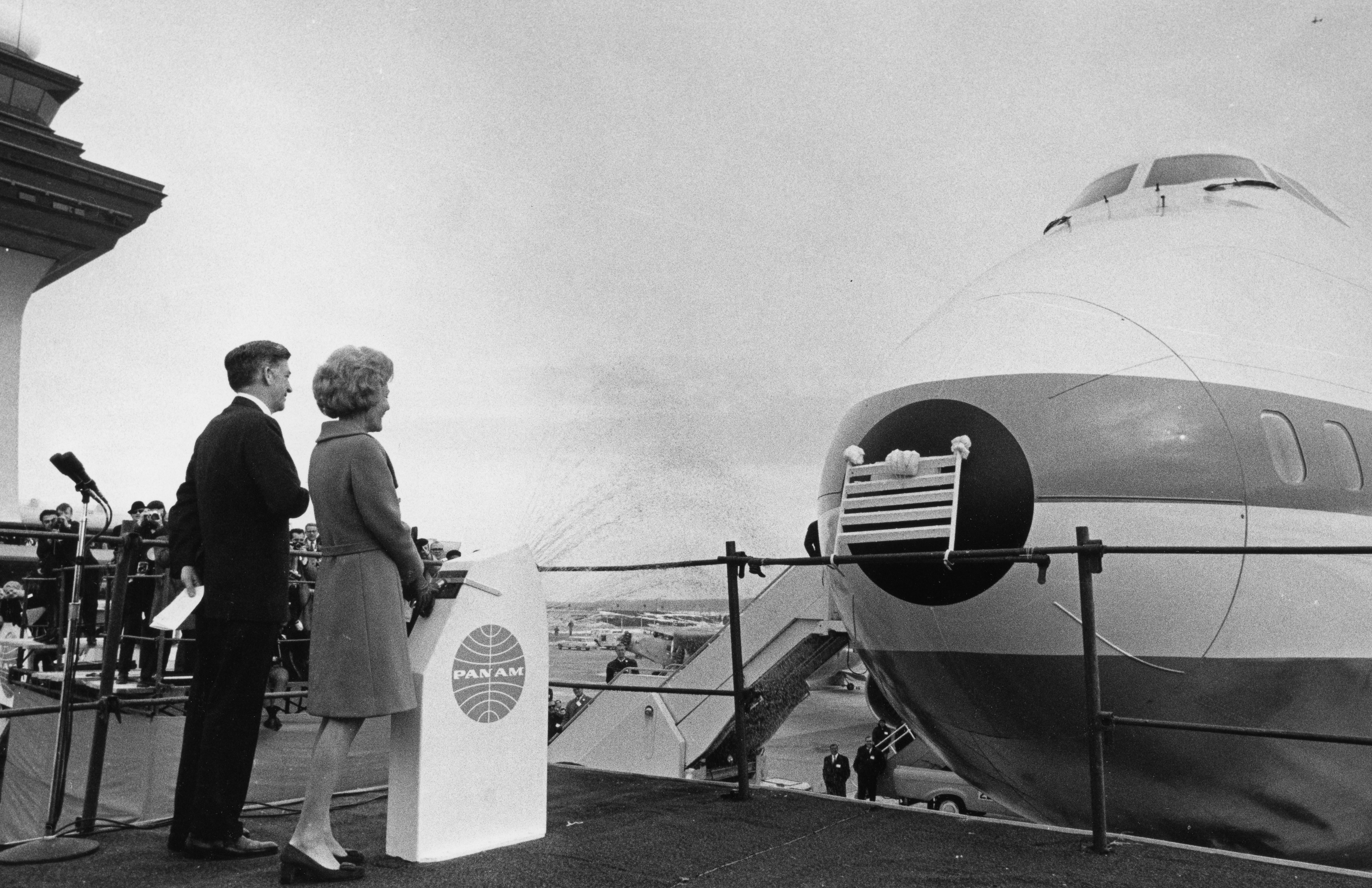 File:Pat Nixon christens Boeing 747 2749-18.jpg