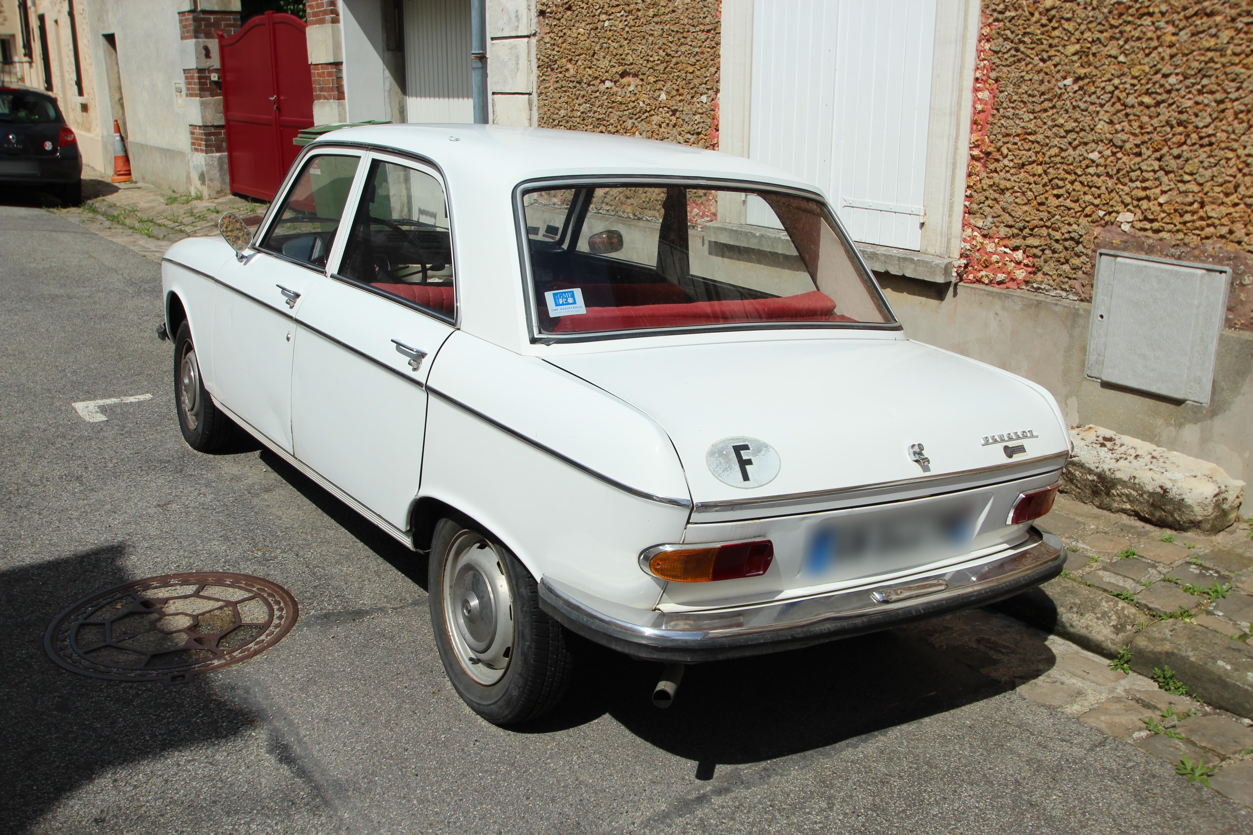File:Peugeot 204 à Cernay-la-Ville Le 26 Août 2015