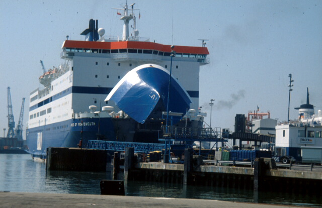 Portsmouth To Le Havre Ferry >> File Portsmouth Continental Ferry Port Geograph Org Uk 380825