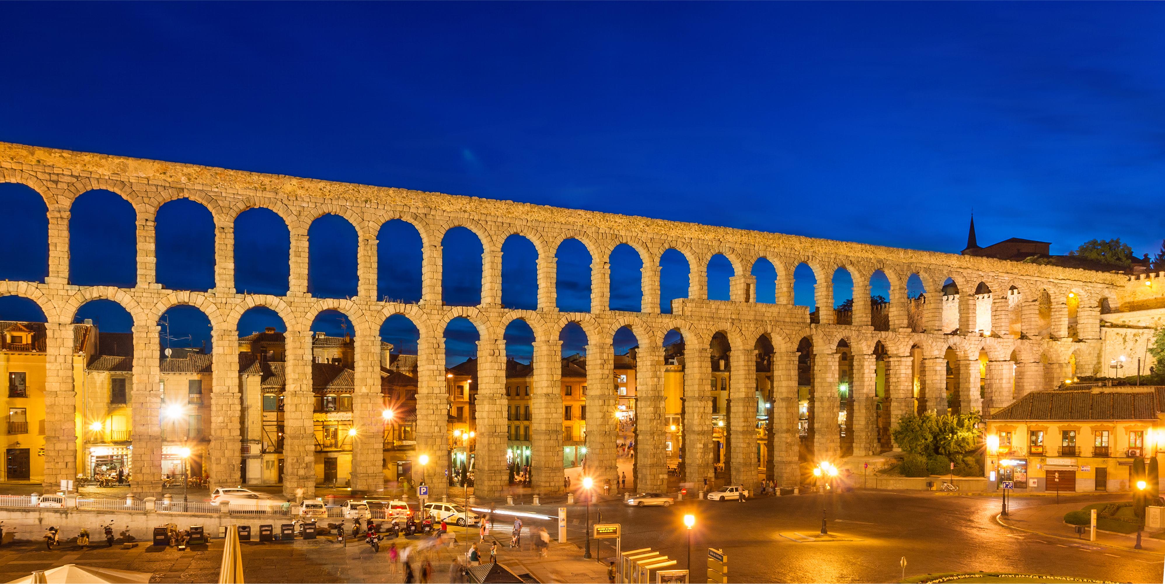 File:Roman Aqueduct Segovia night 2012 Spain.jpg
