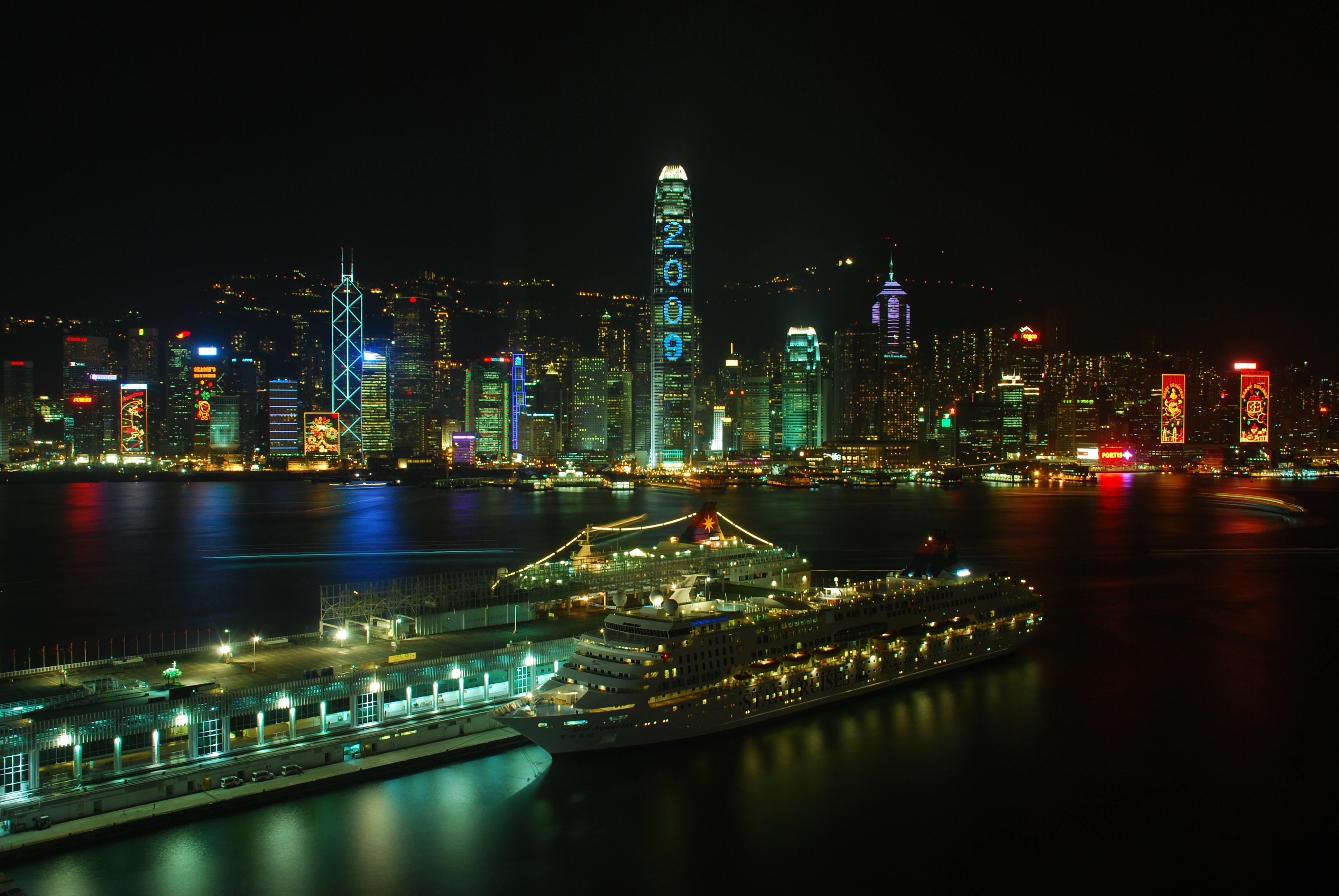 10 Dazzling Hong Kong Nightlife Essentials