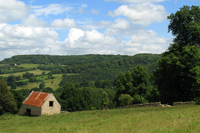 Stone barn near Witcombe Wood - geograph.org.uk - 878513