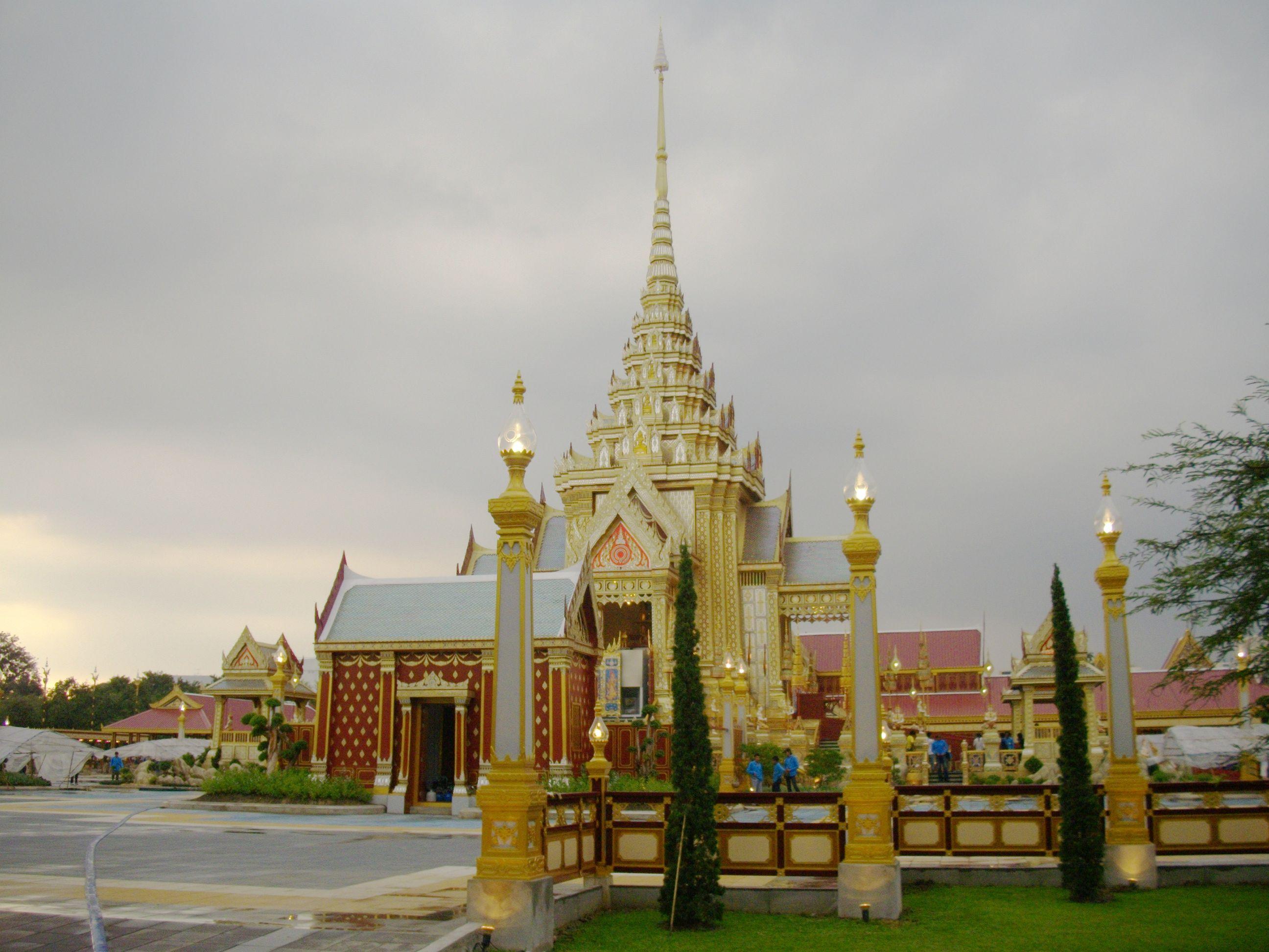 File:The Royal Crematorium of Princess Galyani at Sanam Luang (4).jpg - Wikim...