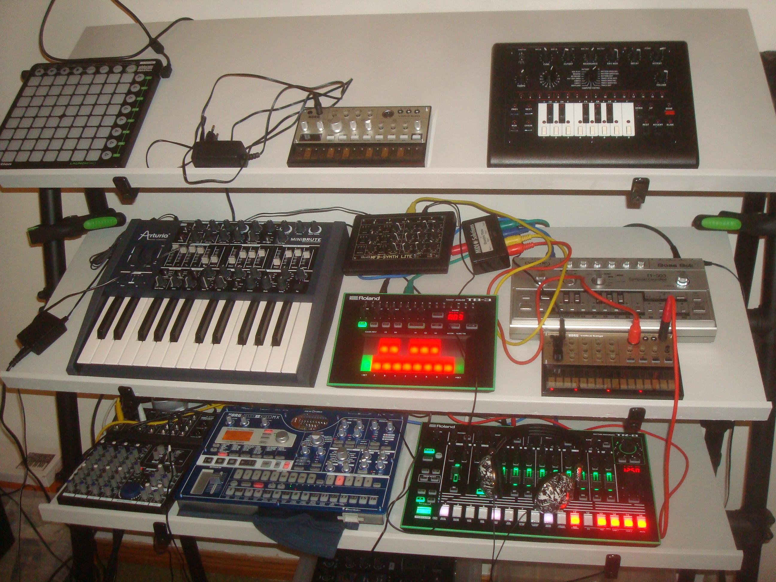File:The gear - Novation LaunchPad, Korg Volca Bass ...