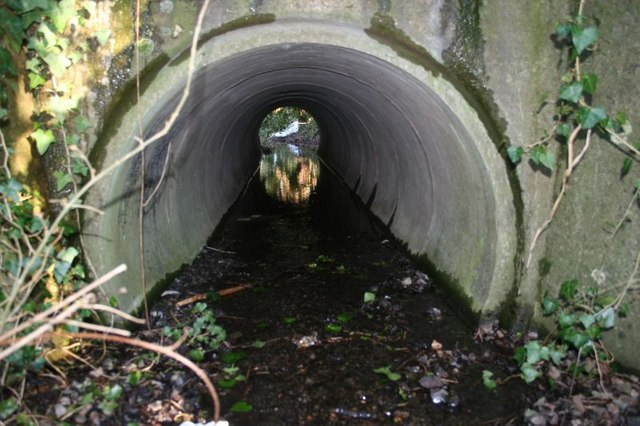 File:Tunnel under the embankment - geograph.org.uk - 1154526.jpg