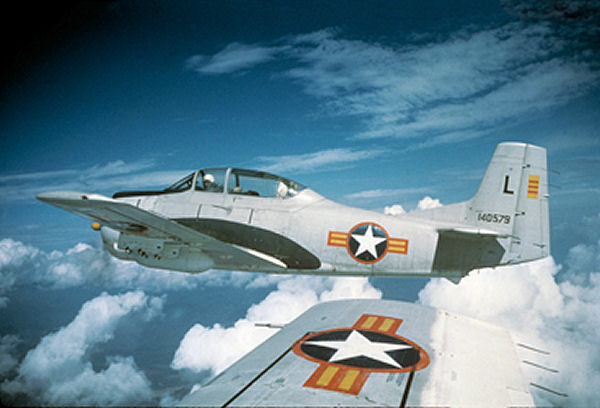 Tập tin:USAF T-28 VNAF colours 1962.jpg