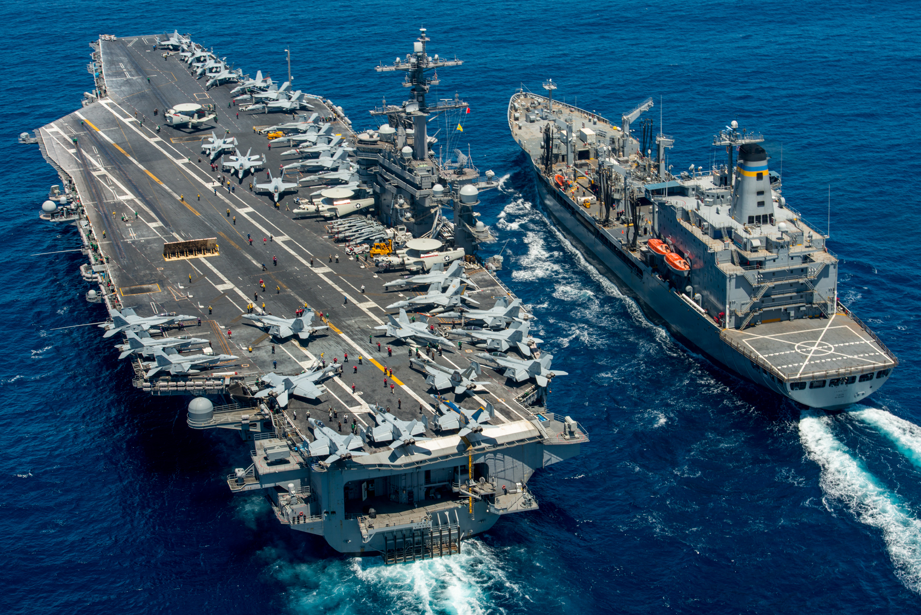 Future russian aircraft carriers. #2 - Page 3 USS_Carl_Vinson_%28CVN_70%29_conducts_a_replenishment-at-sea_with_USNS_Yukon._%2827967789254%29