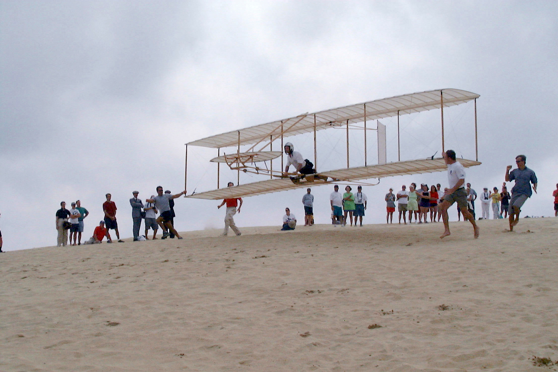 the flight of the kitty hawk Near kitty hawk, north carolina, orville and wilbur wright make the first  successful flight in history of a self-propelled, heavier-than-air aircraft.