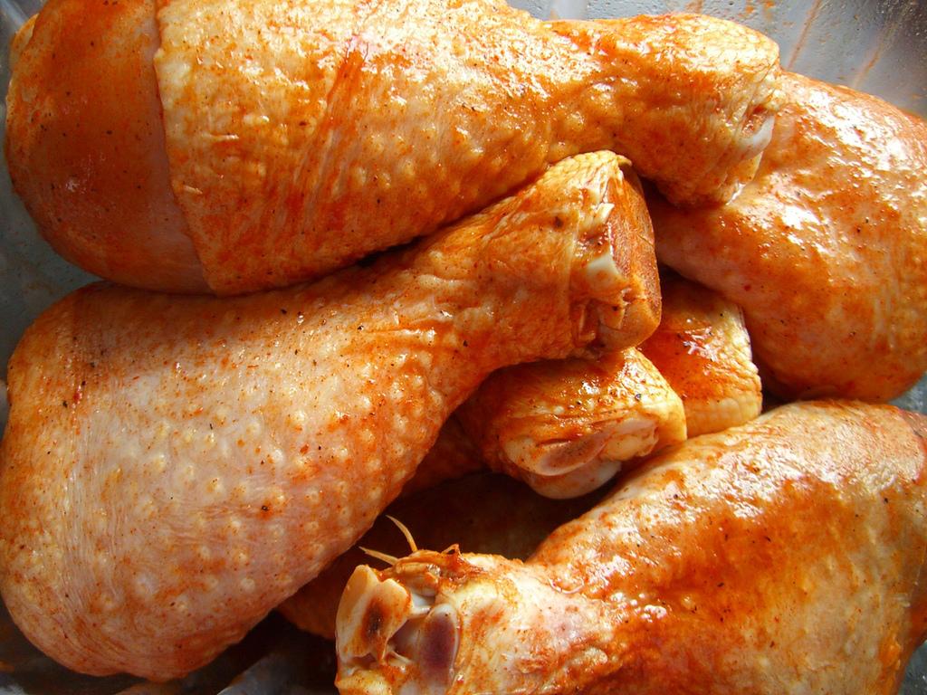 File:Uncooked chicken legs.jpg