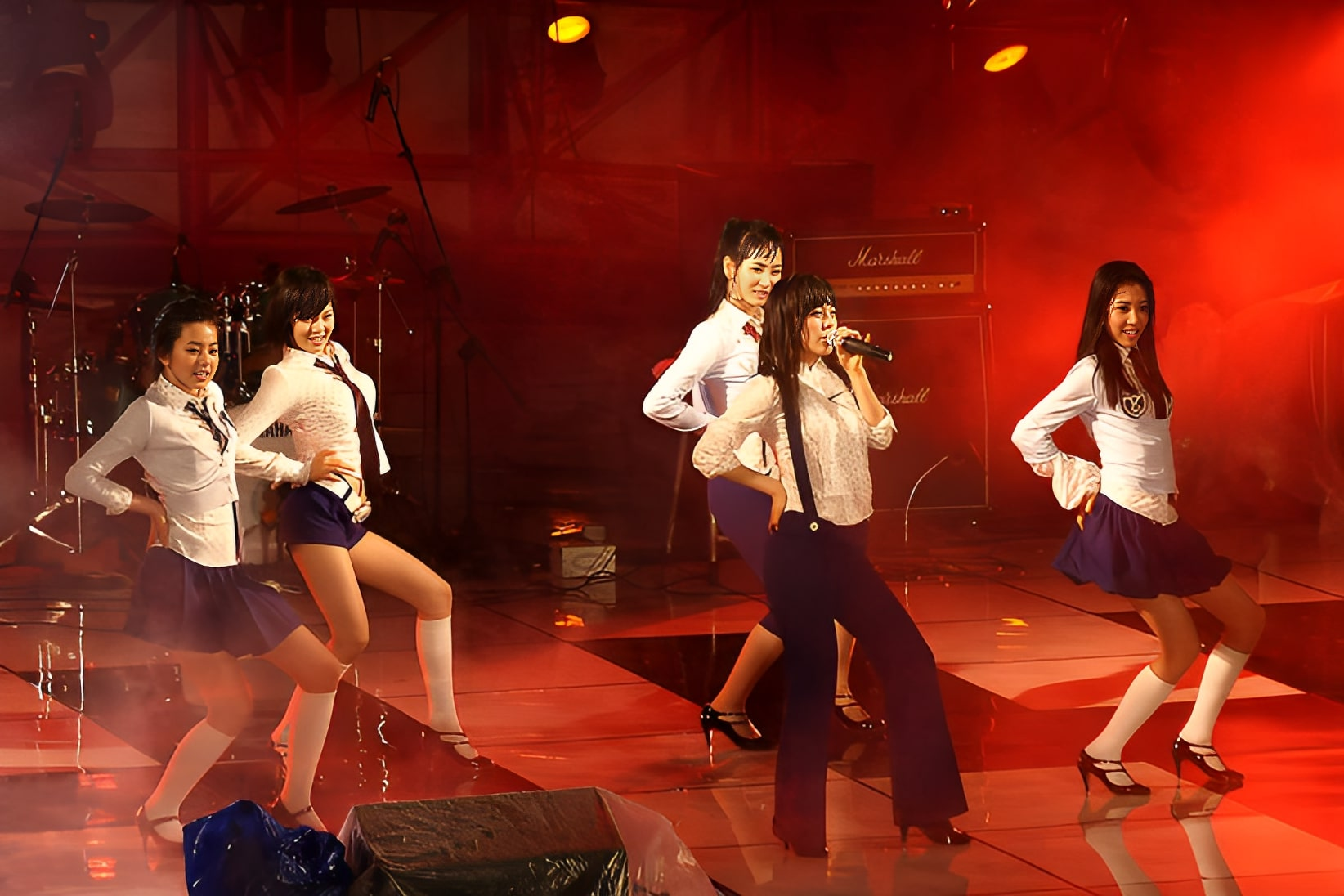 http://upload.wikimedia.org/wikipedia/commons/1/1a/Wonder_Girls-HanyangUniv_05R.jpg