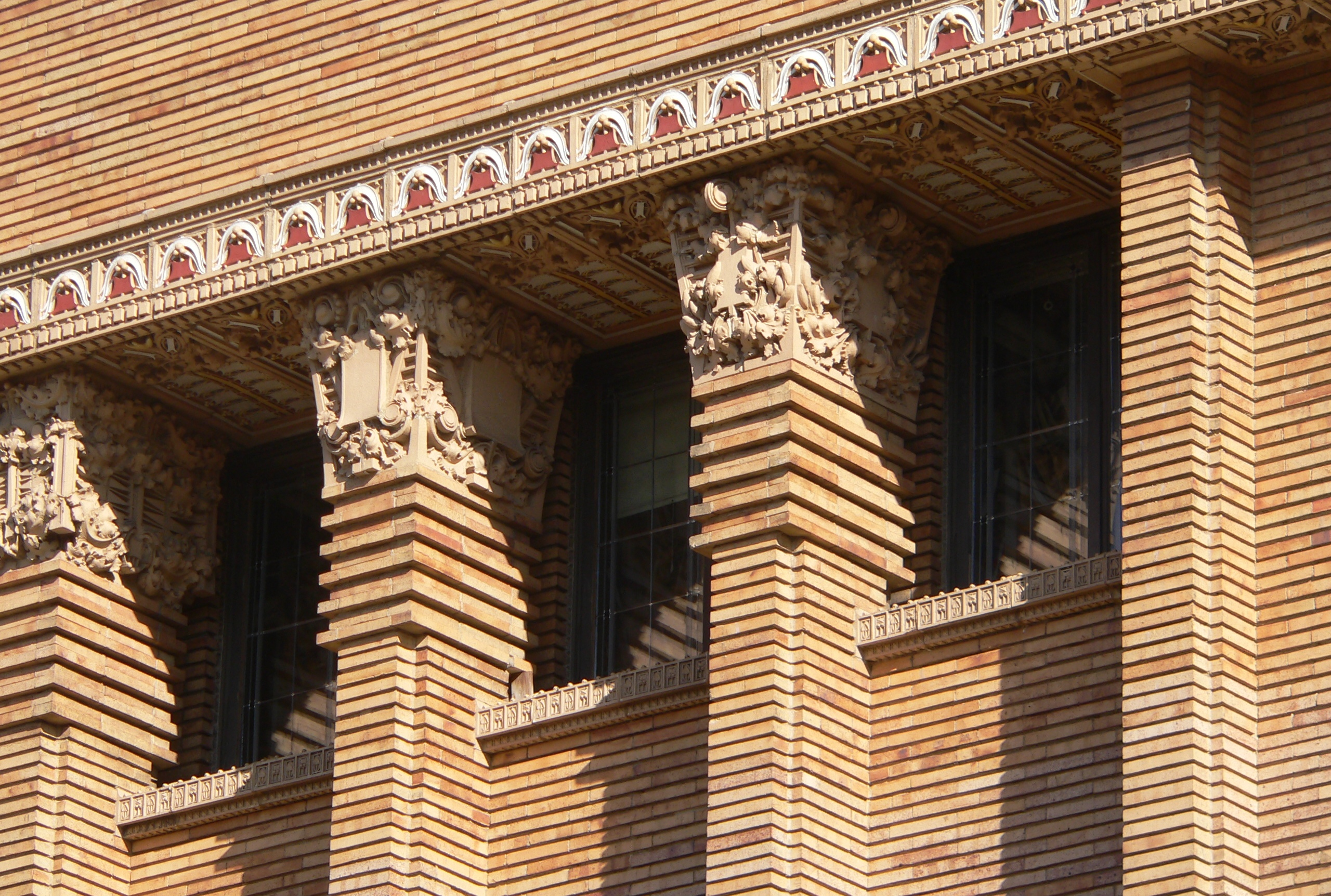 File:Woodbury County Courthouse W pilasters 1.JPG - Wikimedia Commons