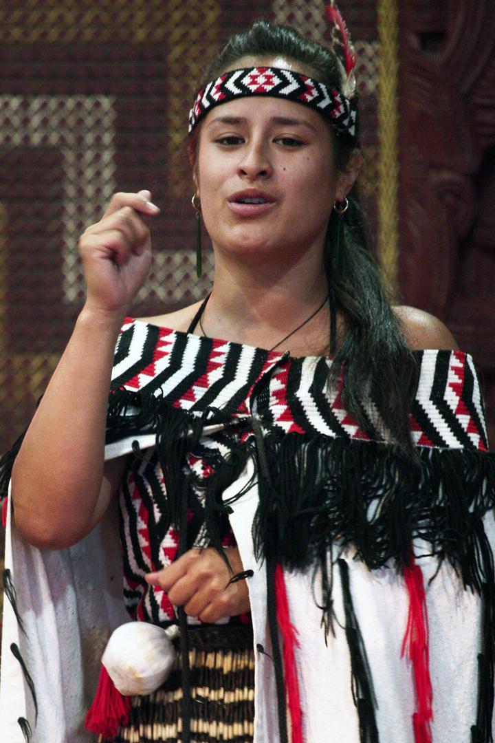 Women In Maori Culture: File:Young Maori Woman Dancer.jpg