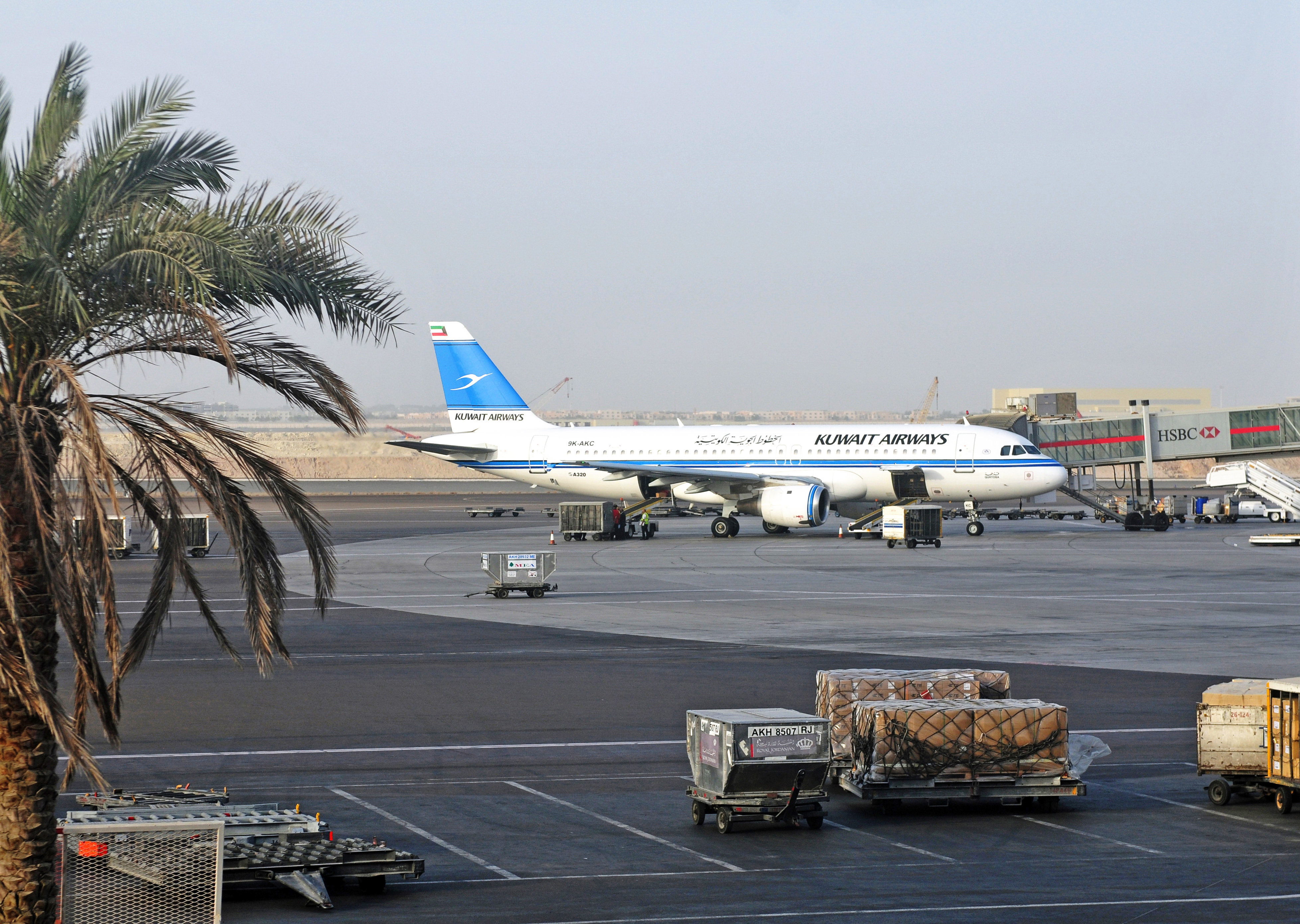 File:13-08-06-abu-dhabi-airport-28 jpg - Wikimedia Commons