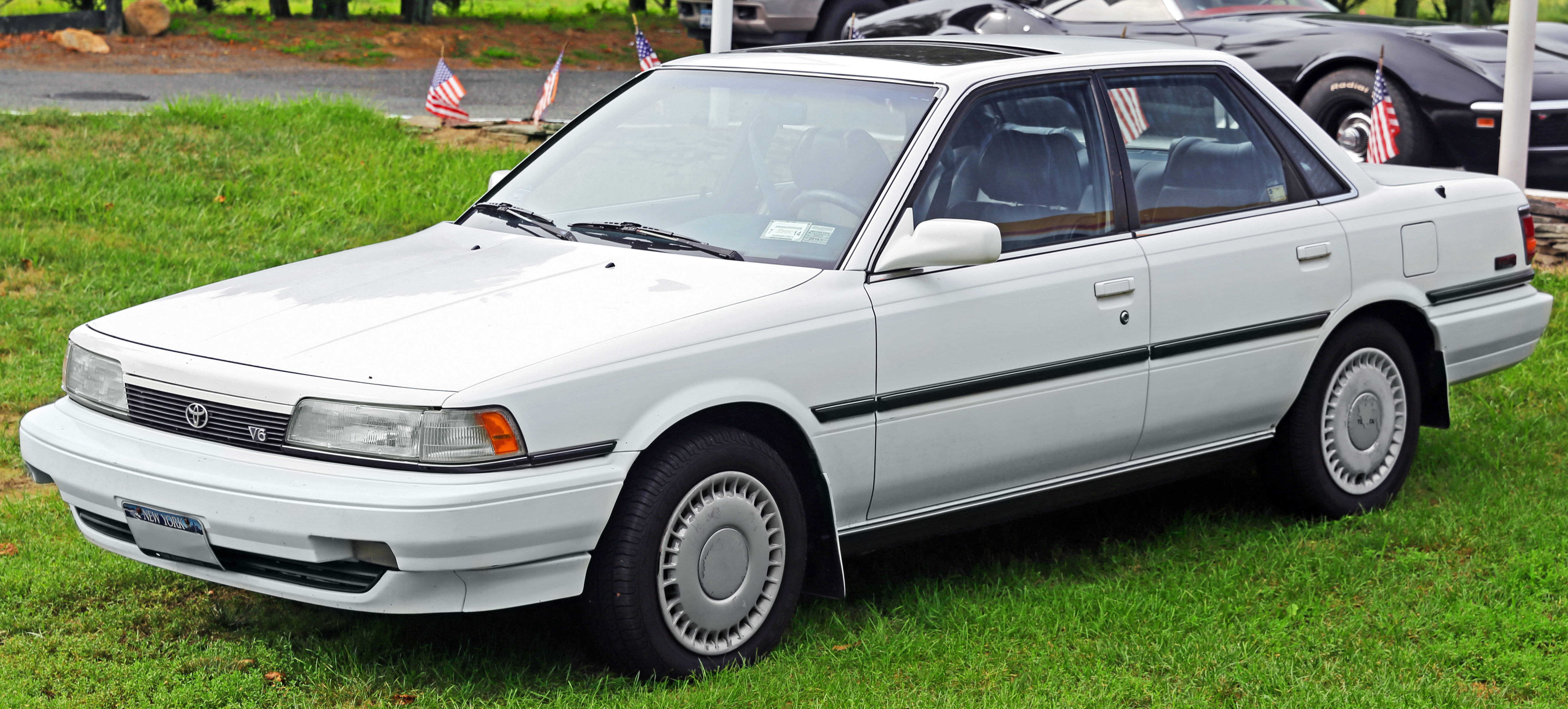 1991_Toyota_Camry_V6_VZV21_front_left_%2