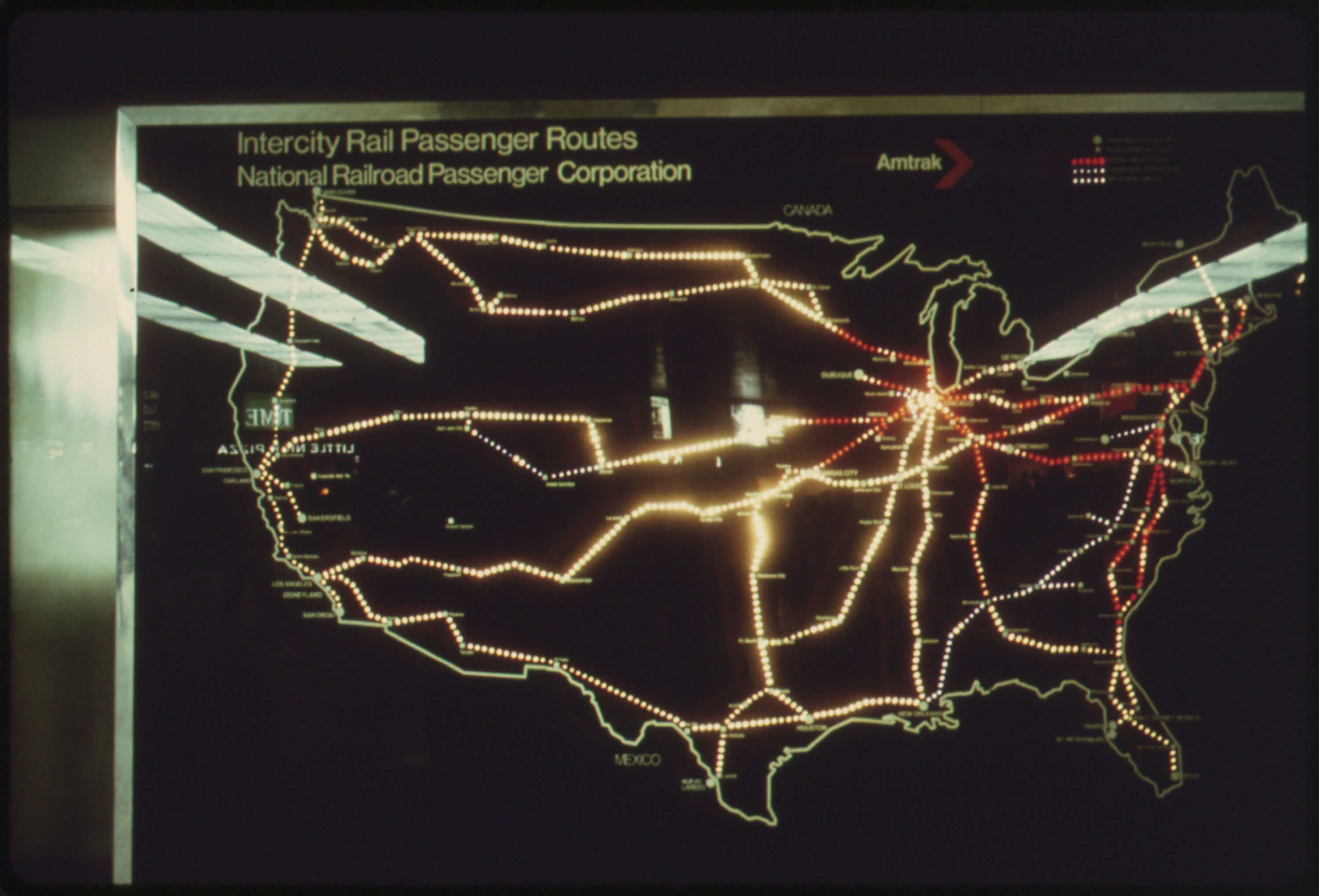 file amtrak penger train routes in the united states are shown on this lighted map