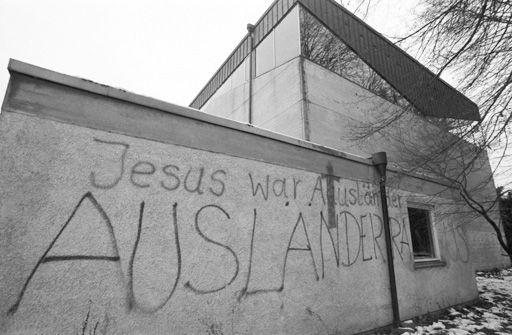 File:Apostelkirche Stockdorf.jpg