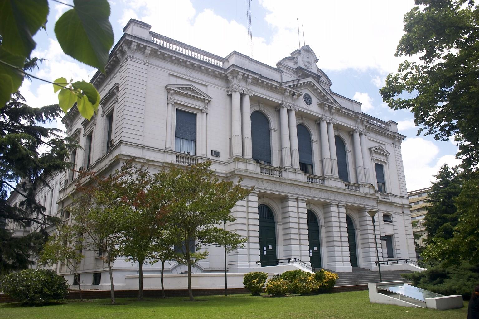 Banco de la provincia de buenos aires casa matriz for Casa jardin de la plata