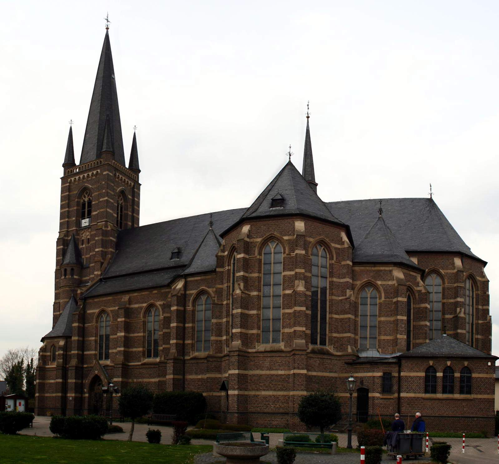 File:Bedburg kirche.JPG - Wikimedia Commons