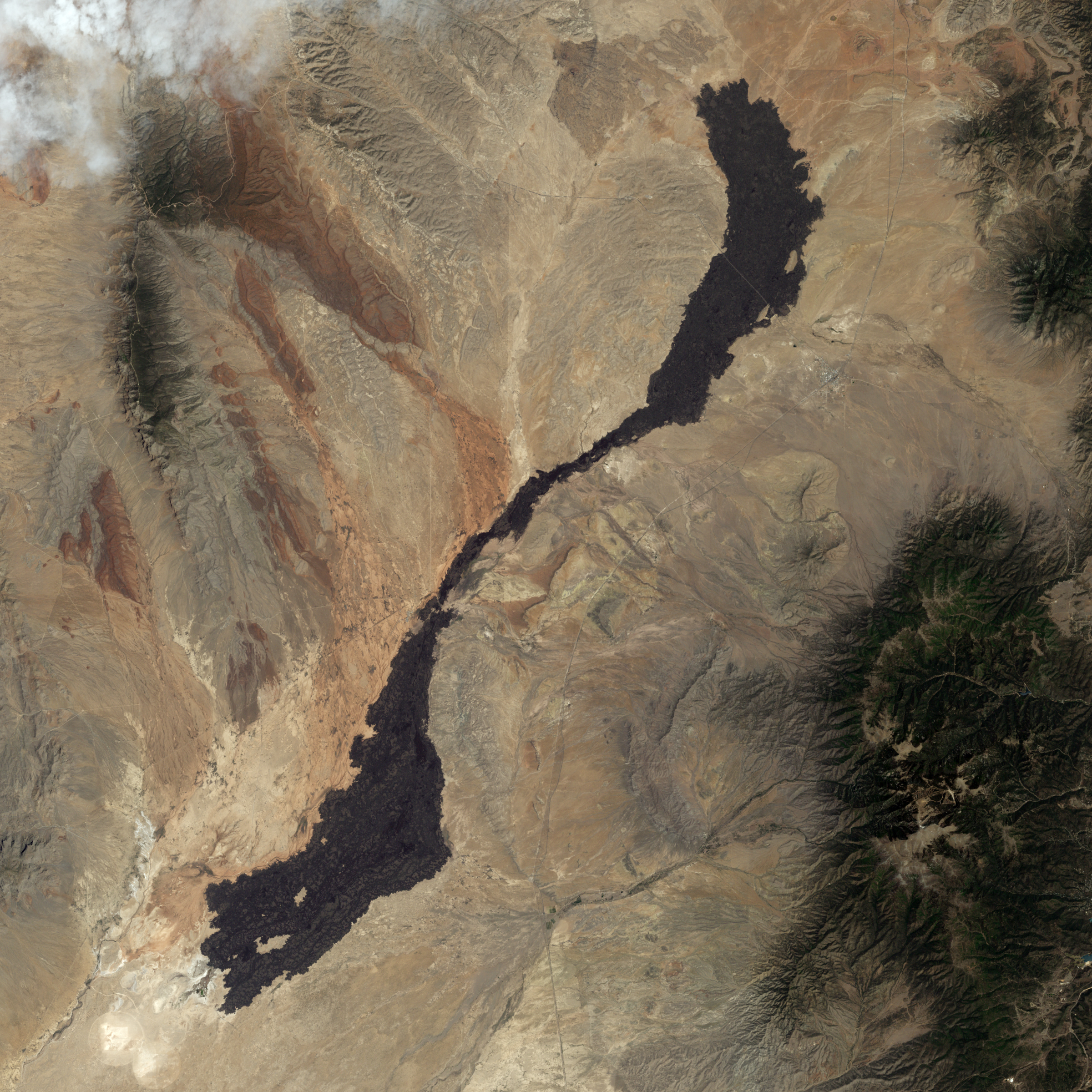 http://upload.wikimedia.org/wikipedia/commons/1/1b/Carrizozo_Lava_Flow.jpg