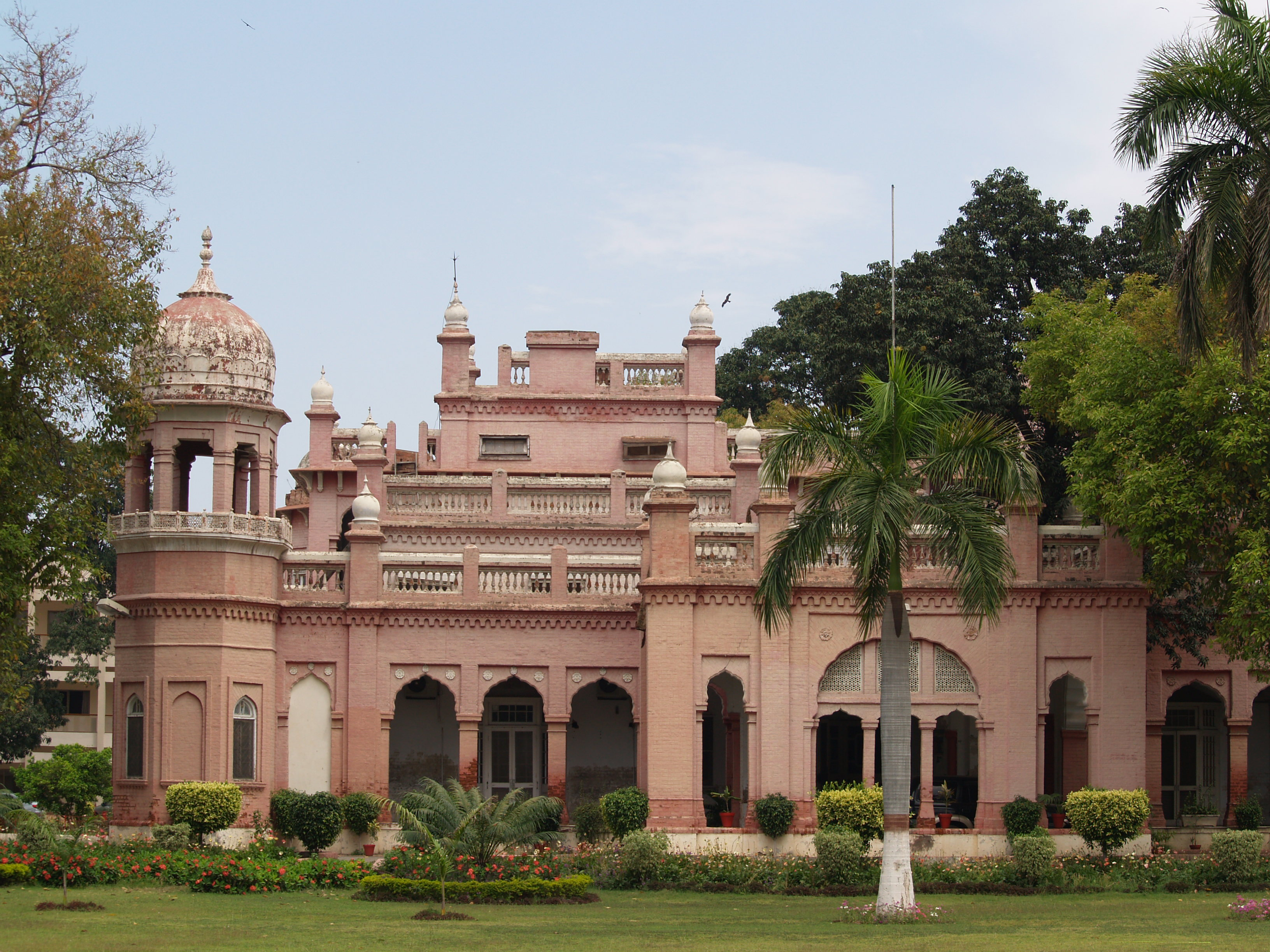 Http Commons Wikimedia Org Wiki File Chamba House Lahore Jpg