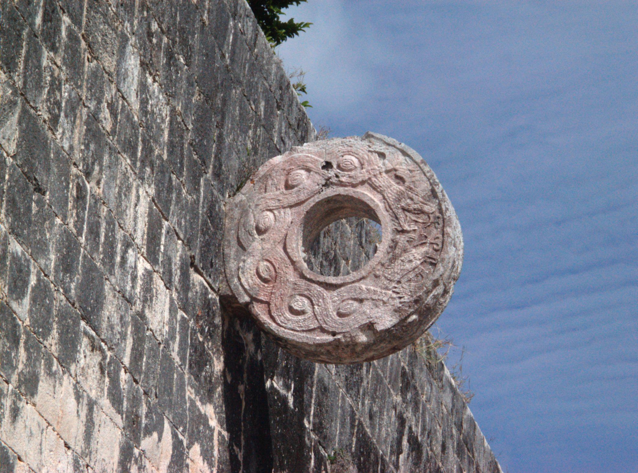 Esporte exótico - aro do futebol mesoamericano