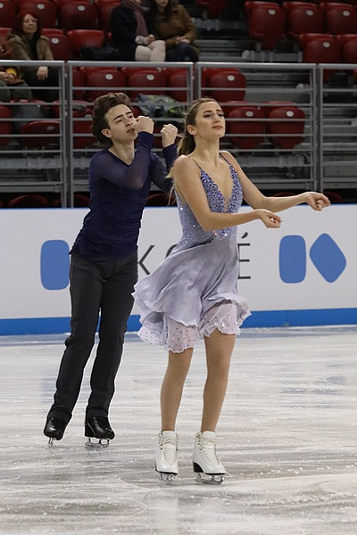 Chloe Lewis and Logan Bye at the 2018 World Junior Championships