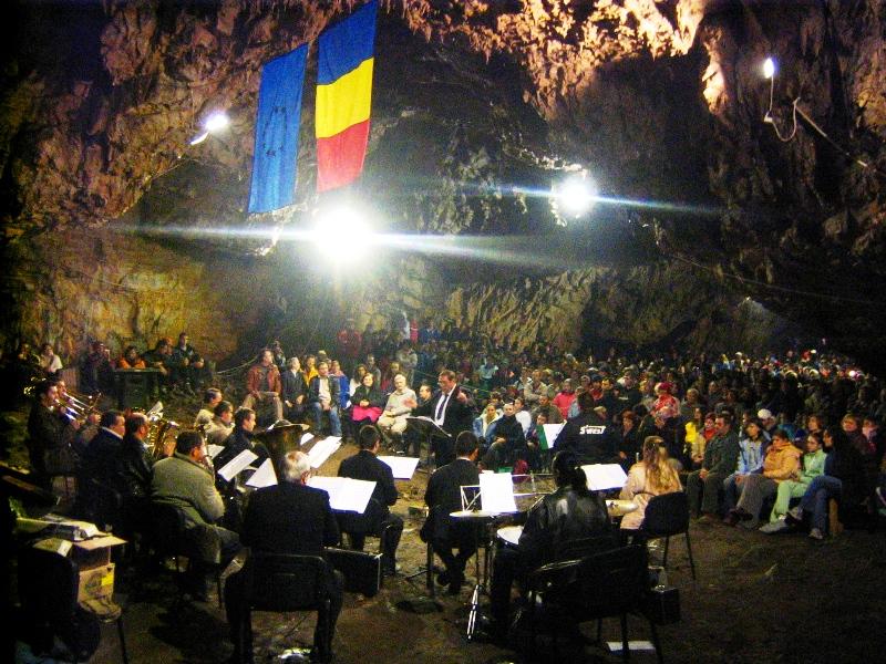 Fișier:Concert Romanesti 2006.jpg