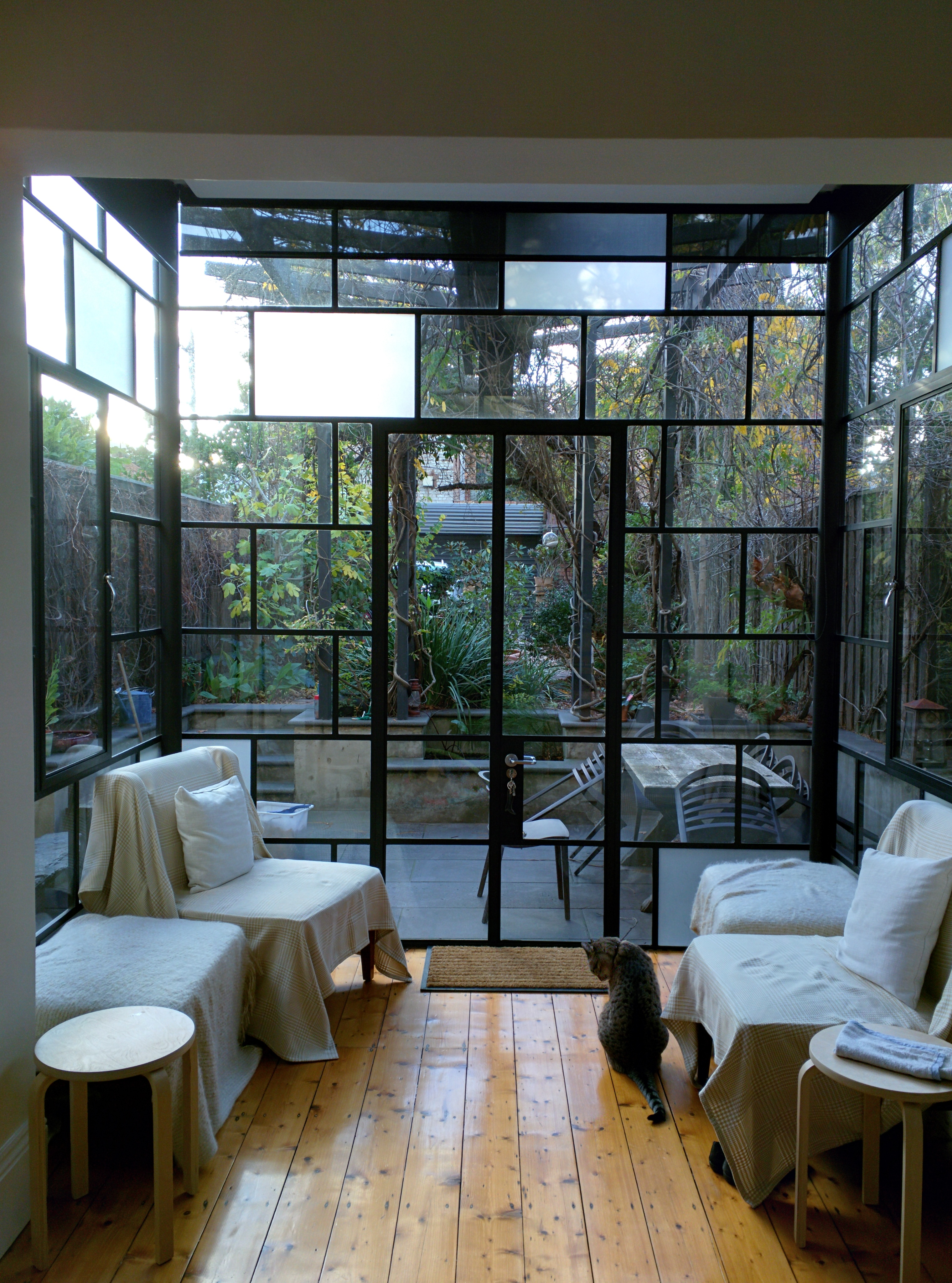 File conservatory home interior jpg wikimedia commons for Conservatory interior designs
