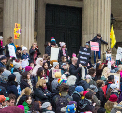 Crowds at Women's March Liverpool (cropped)